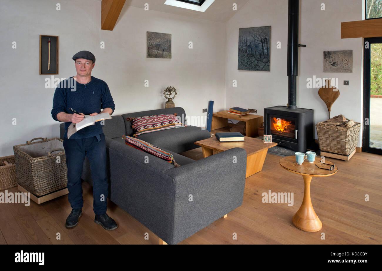 Merveilleux Furniture Maker James Verner At His Home In Dorset.   Stock Image