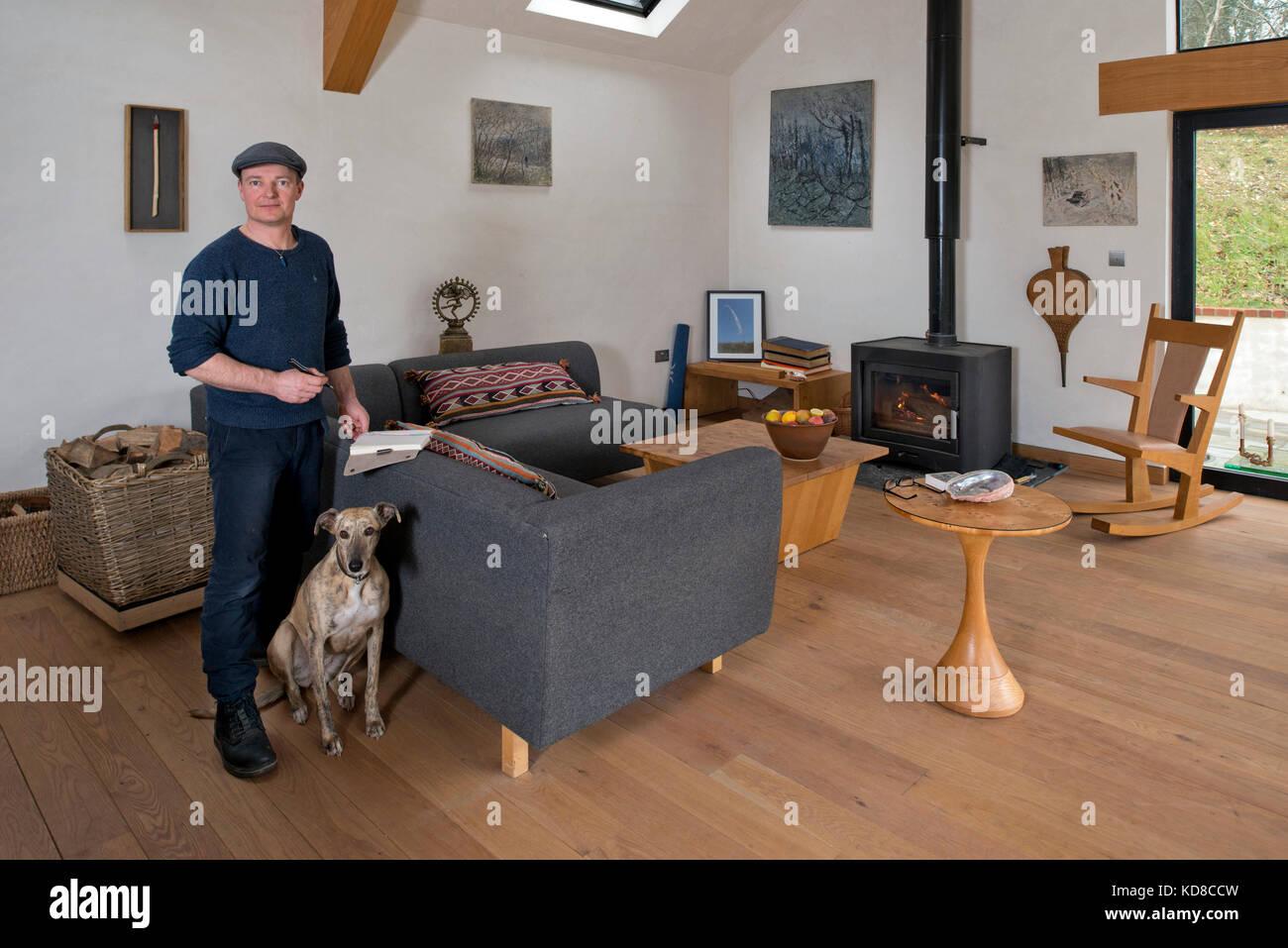 Superbe Furniture Maker James Verner At His Home In Dorset.   Stock Image