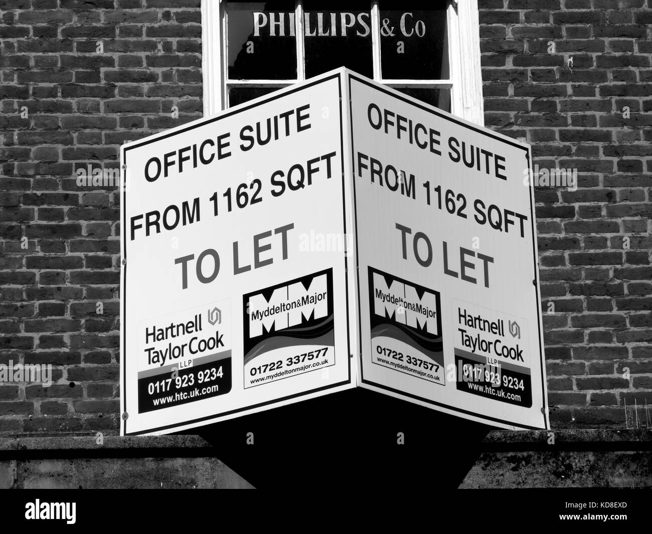 Estate agents office to let advertisement sign over vacant premises - Stock Image