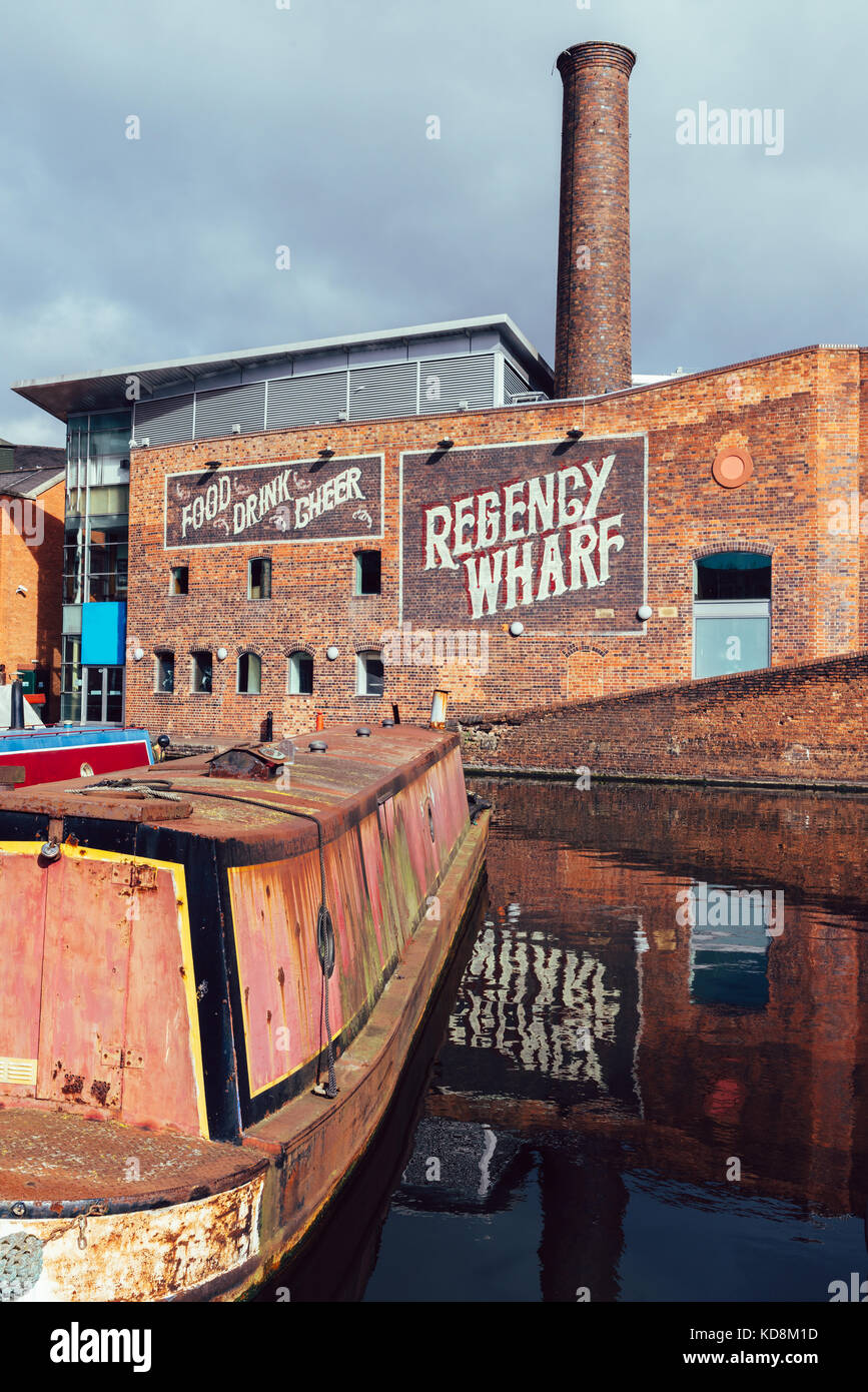 Old houseboats at Gas Street Basin in the heart of Birmingham's canal network Stock Photo