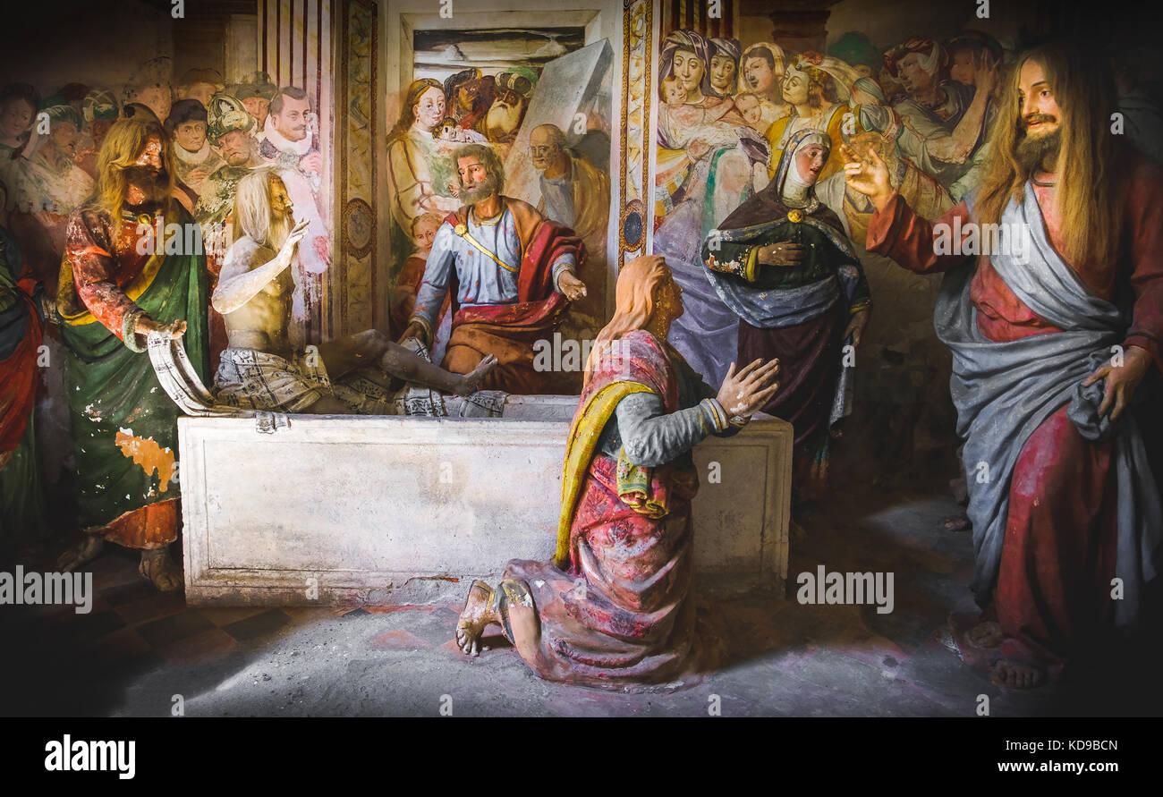 biblical scene representation (presepe)  of the Raising of Lazarus (Sacro Monte di Varallo, Piedmont, Italy, May - Stock Image