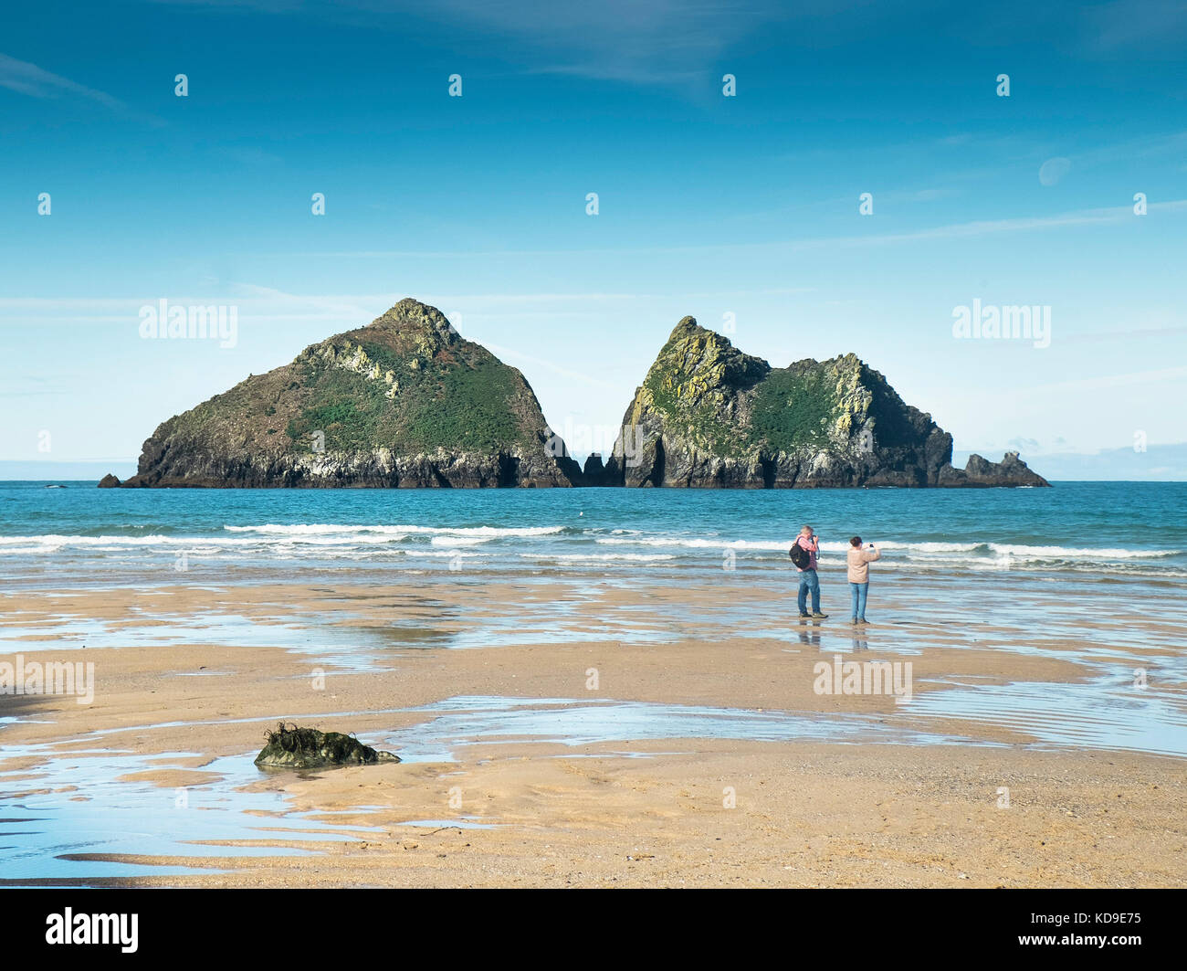 Gull Rocks at Holywell Bay Cornwall - Holywell Bay one of the iconic Poldark film locations in Cornwall. - Stock Image