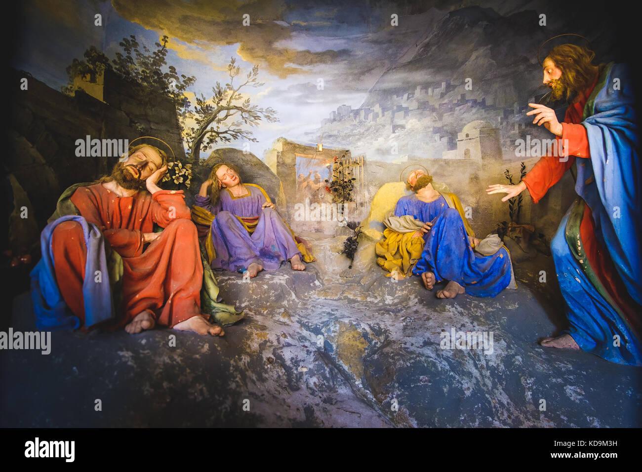 biblical figures scene representation (presepe)  of Jesus Christ awakens the sleeping disciples(Sacro Monte di Varallo, - Stock Image