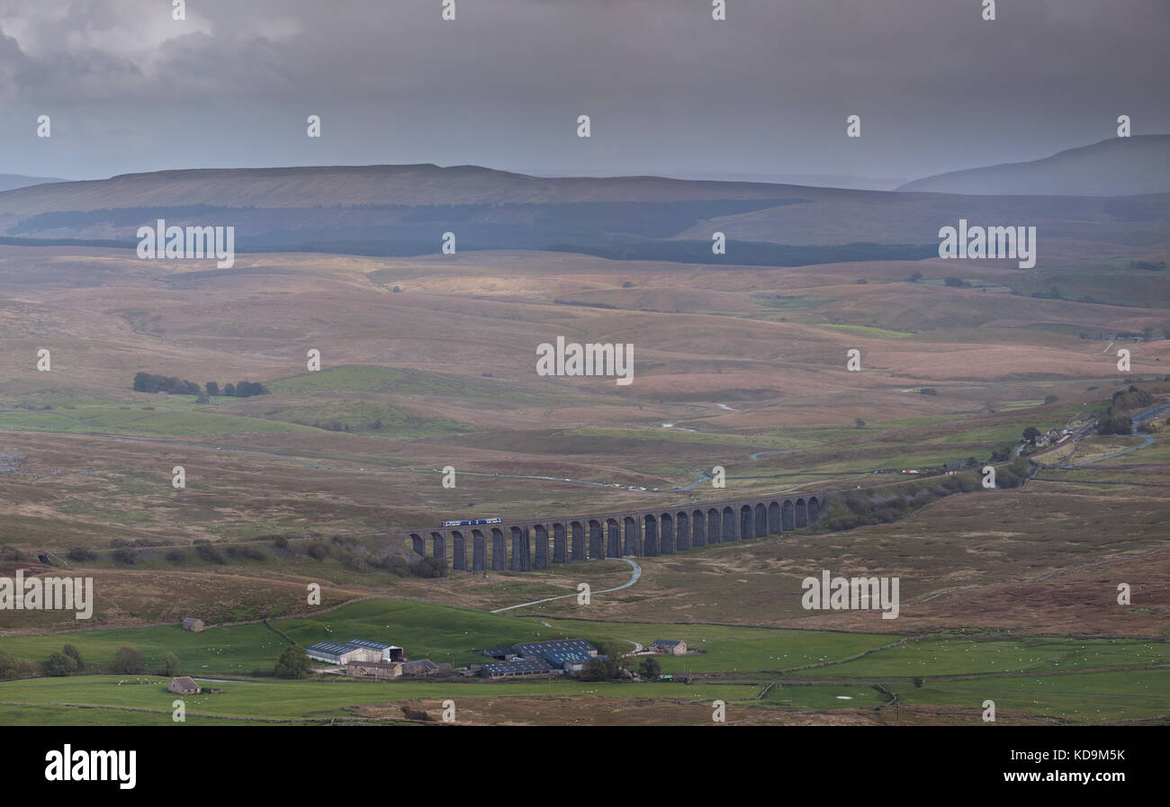 Ribblehead viaduct, a  Northern Rail class 158 express sprinter working the 1449 Leeds - Carlisle on the Settle - Stock Image