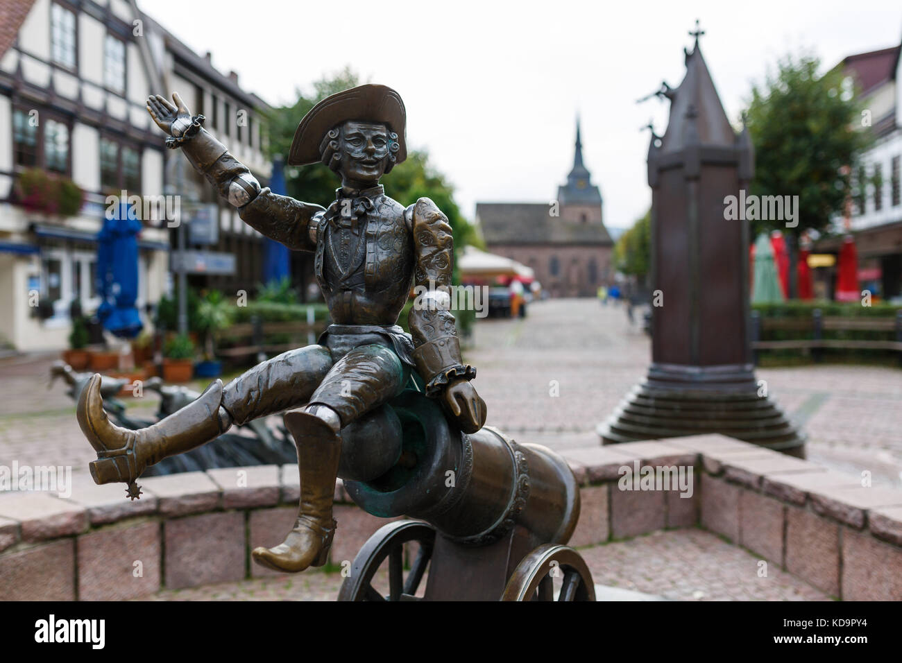 Bodenwerder, Germany. 20th Sep, 2017. The Muenchausen fountain in Bodenwerder, Germany, 20 September 2017. Credit: - Stock Image