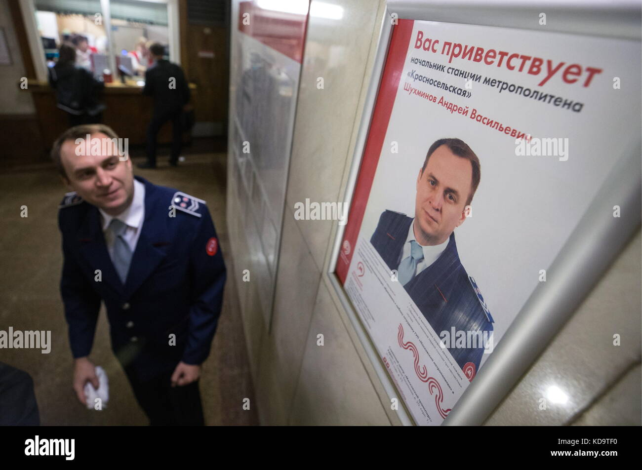 Moscow, Russia. 11th Oct, 2017. Krasnoselskaya station supervisor Andrei Shukhminov looks at a poster with a greeting - Stock Image