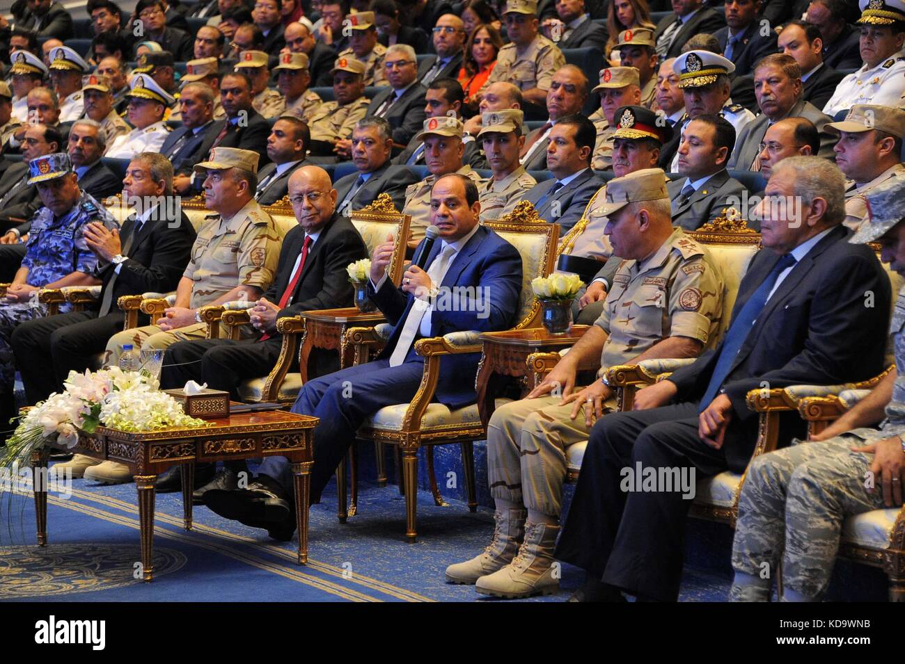 Cairo, Egypt. 12th Oct, 2017. Egyptian President Abdel-Fattah al-Sisi (C, Front) speaks during a deal signing ceremony - Stock Image