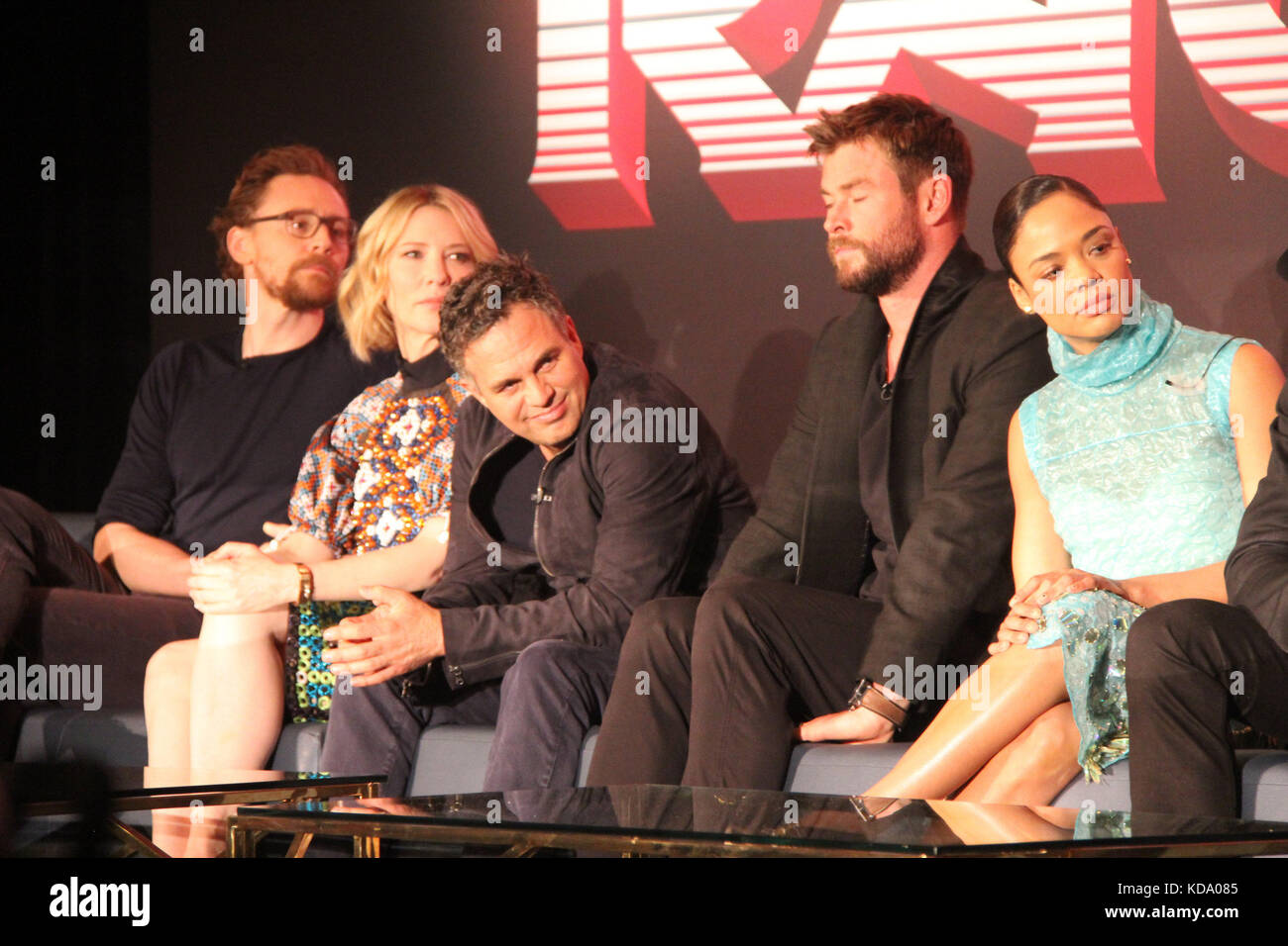 Los Angeles, USA. 11th Oct, 2017. Tom Hiddleston, Cate Blanchett, Mark Ruffalo, Chris Hemsworth, Tessa Thompson - Stock Image