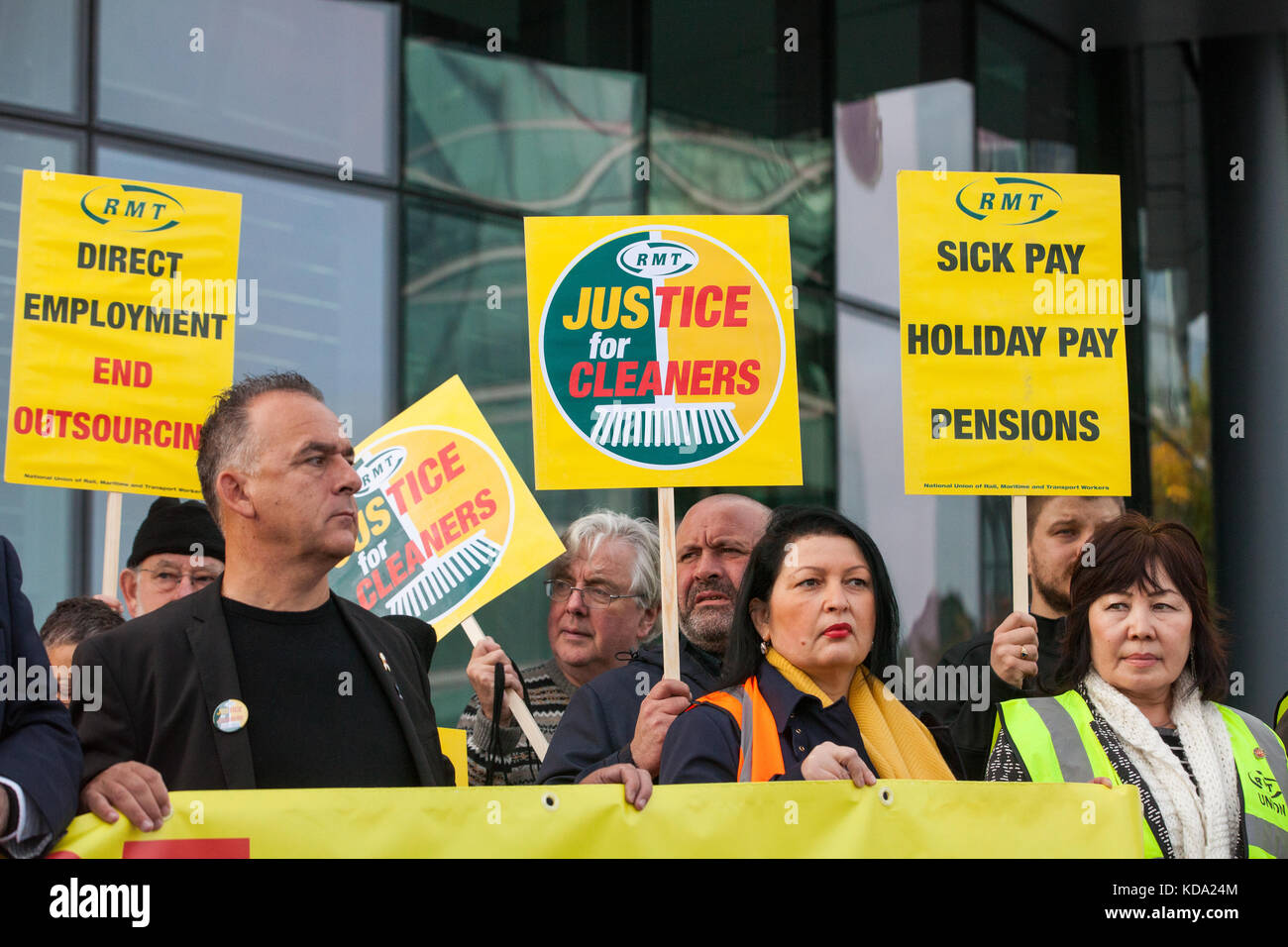London, UK. 12th Oct, 2017. London Underground cleaners from the Rail, Maritime and Transport (RMT) trade union - Stock Image