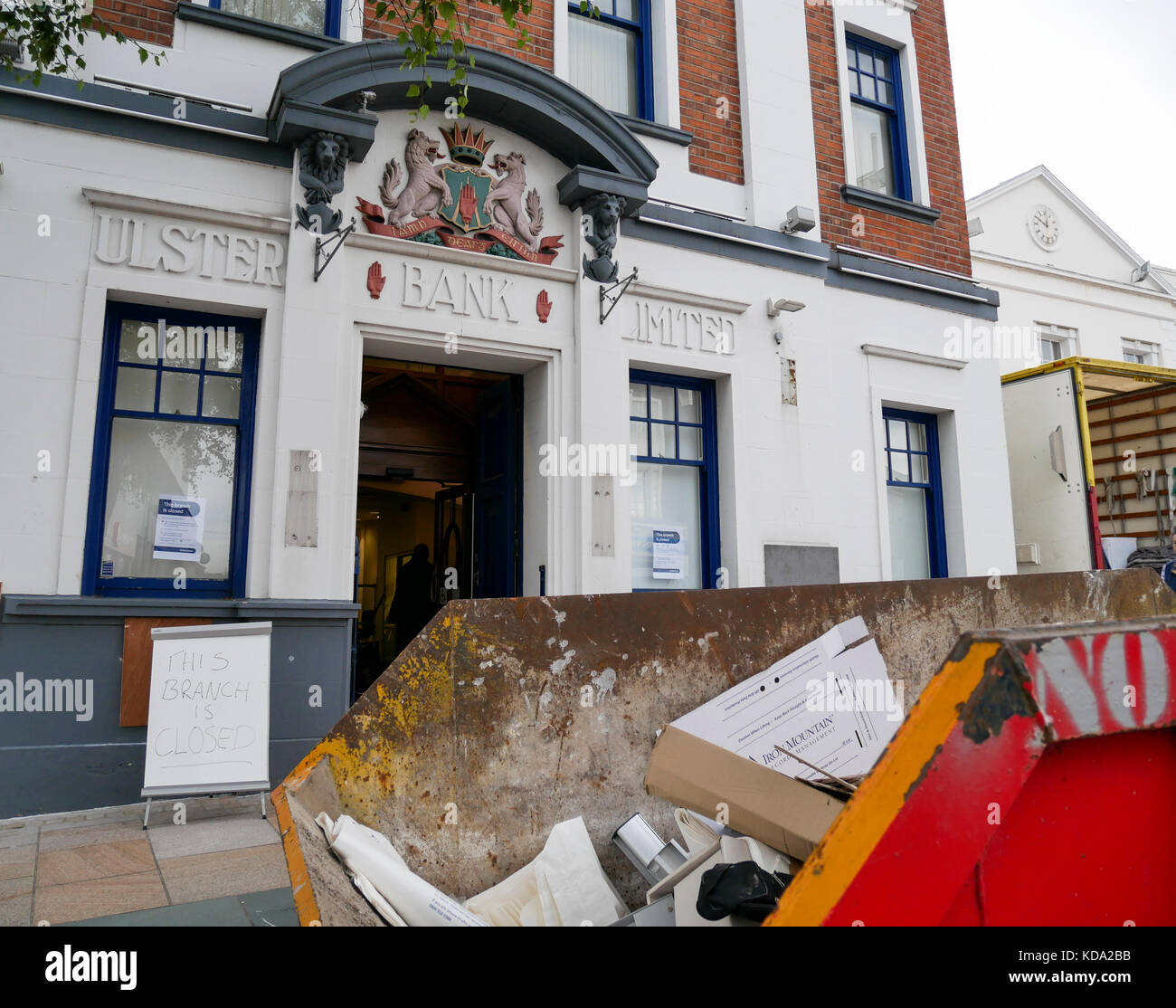 Bangor, Northern Ireland, UK, 12 October 2017. Workmen remove equipment from the Ulster Bank, Main Street after - Stock Image