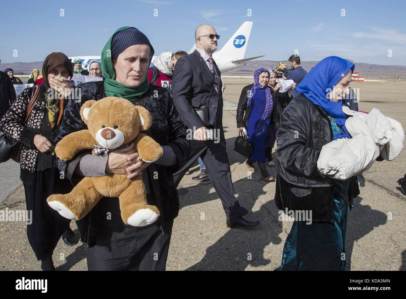 Grozny, Russia. 12th Oct, 2017. People meet children arriving at Grozny Airport to reunite with their relatives; - Stock Image