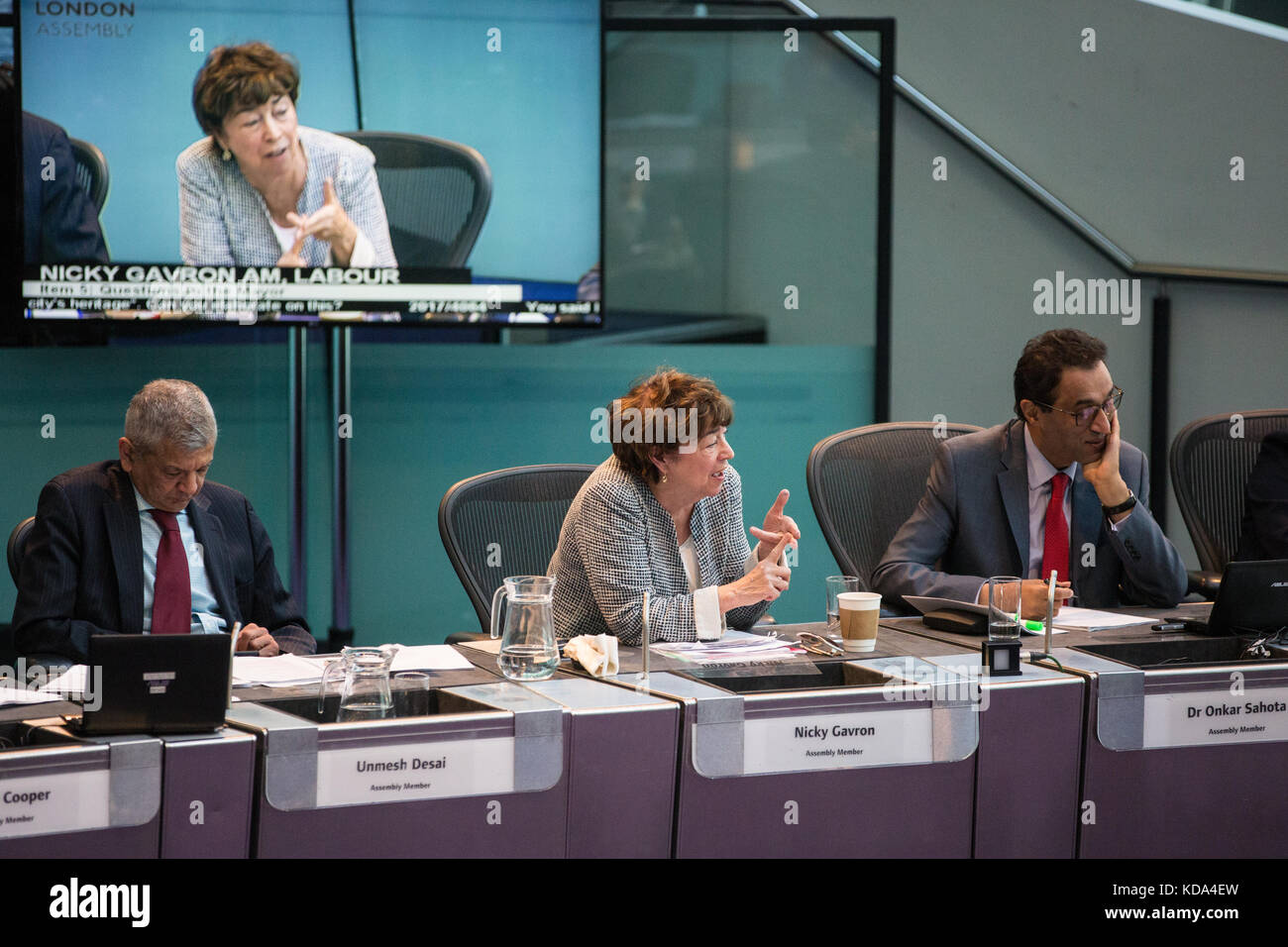 London, UK. 12th Oct, 2017. Nicky Gavron, Labour London Assembly Member, puts a question regarding London's - Stock Image