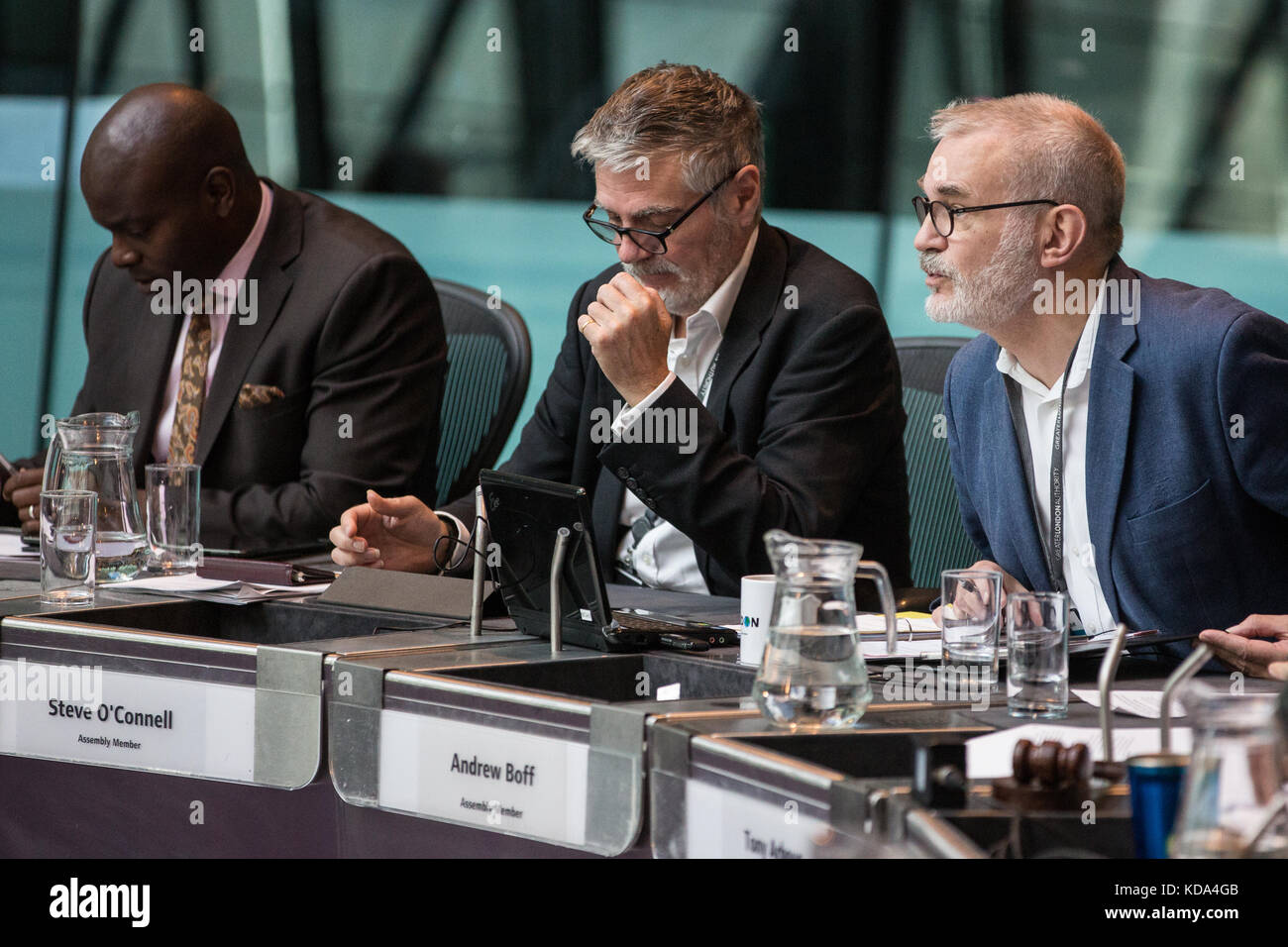 London, UK. 12th Oct, 2017. Andrew Boff, Conservative London Assembly Member, puts a question to Mayor of London - Stock Image