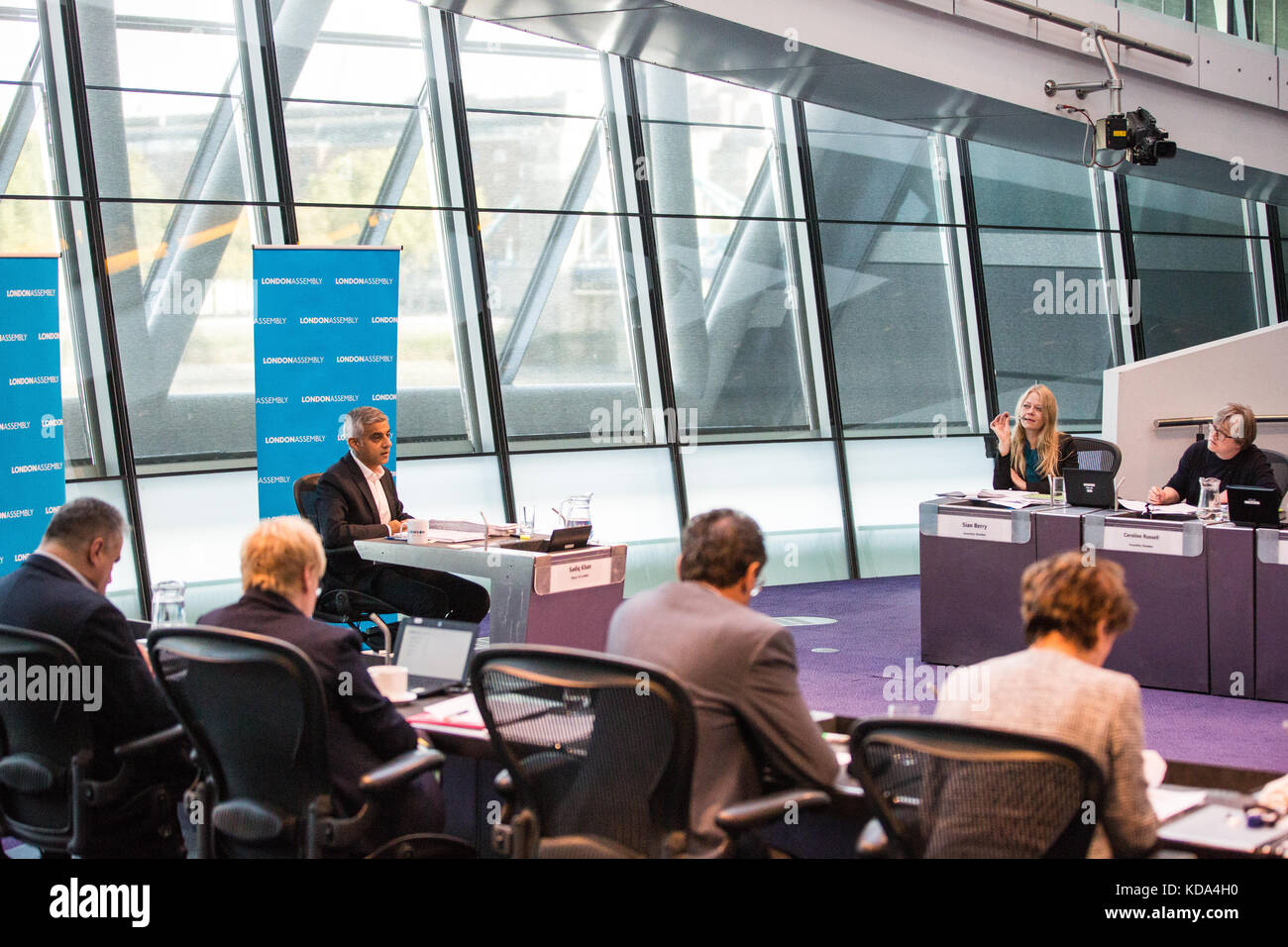 London, UK. 12th Oct, 2017. Mayor of London Sadiq Khan answers a question from Caroline Russell, Green London Assembly - Stock Image