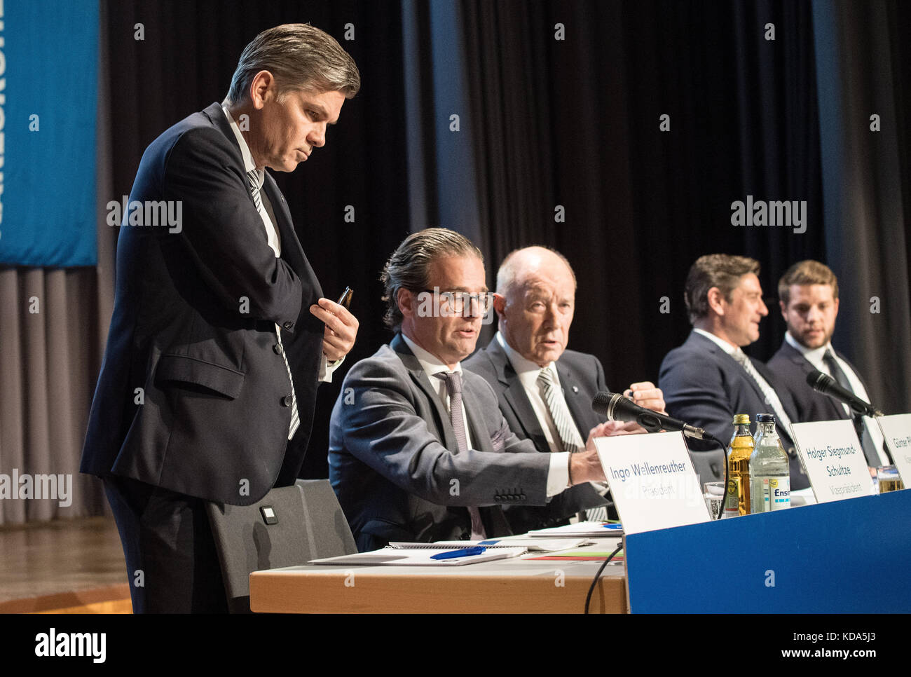 Karlsruhe Nereut, Deutschland. 12th Oct, 2017. left to right: KSC-Praesident Ingo Wellenreuther, Holger Siegmund - Stock Image
