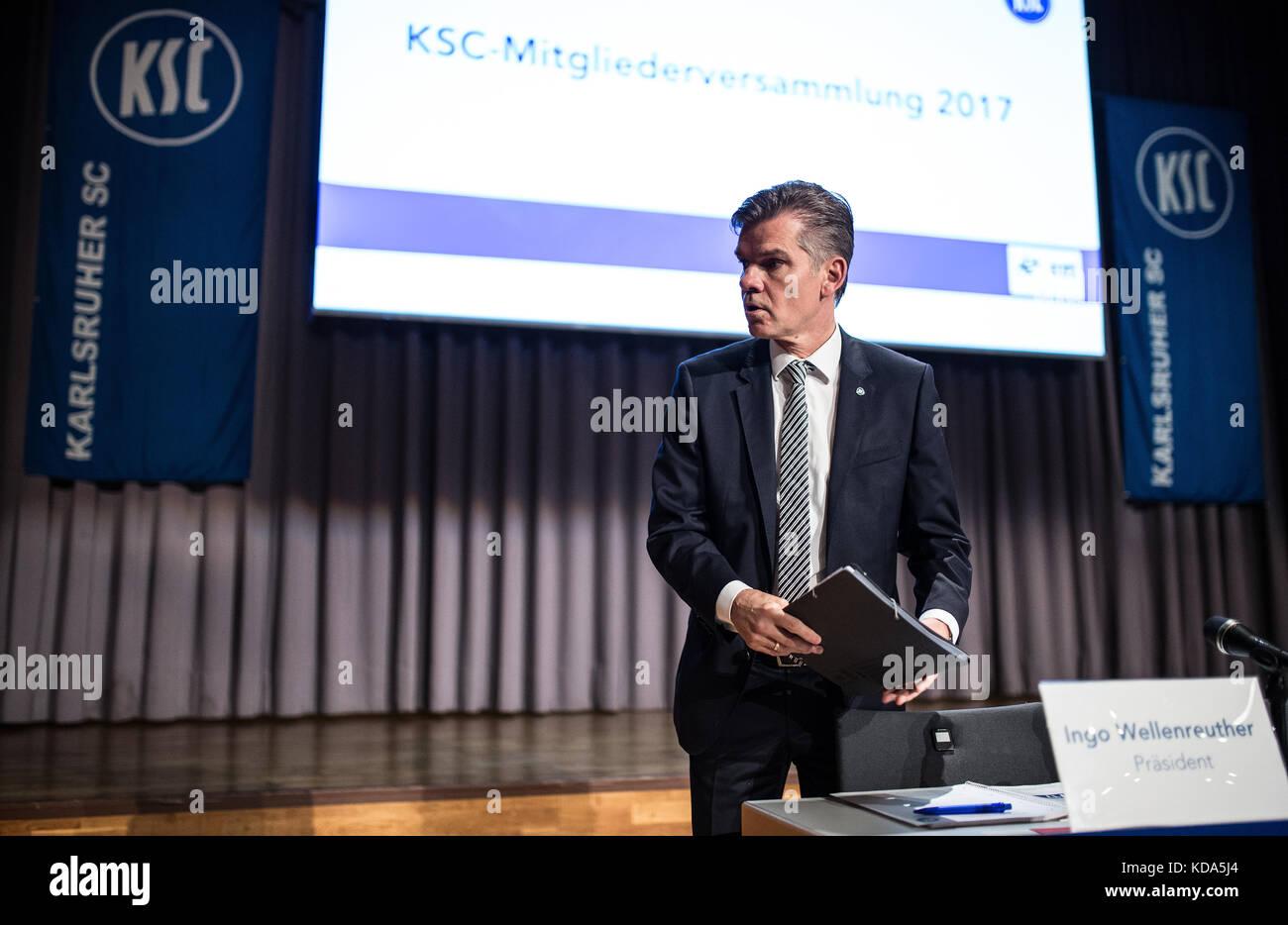 Karlsruhe Nereut, Deutschland. 12th Oct, 2017. KSC-Praesident Ingo Wellenreuther auf dem Podium. GES/ Fussball/ - Stock Image