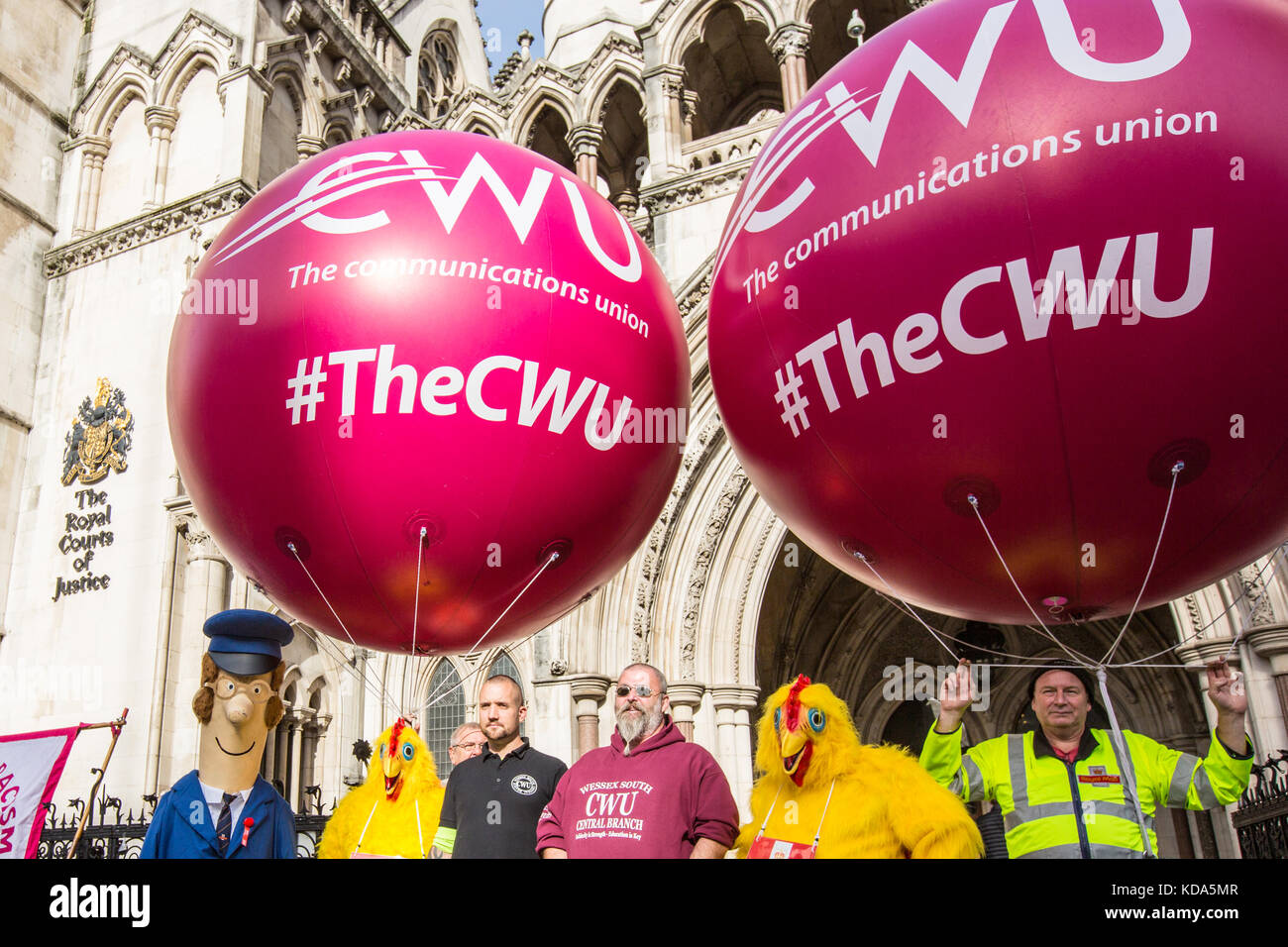 London, UK. 12 October 2017. Members of the Communications Workers Union protesting at the Royal Courts of Justice - Stock Image