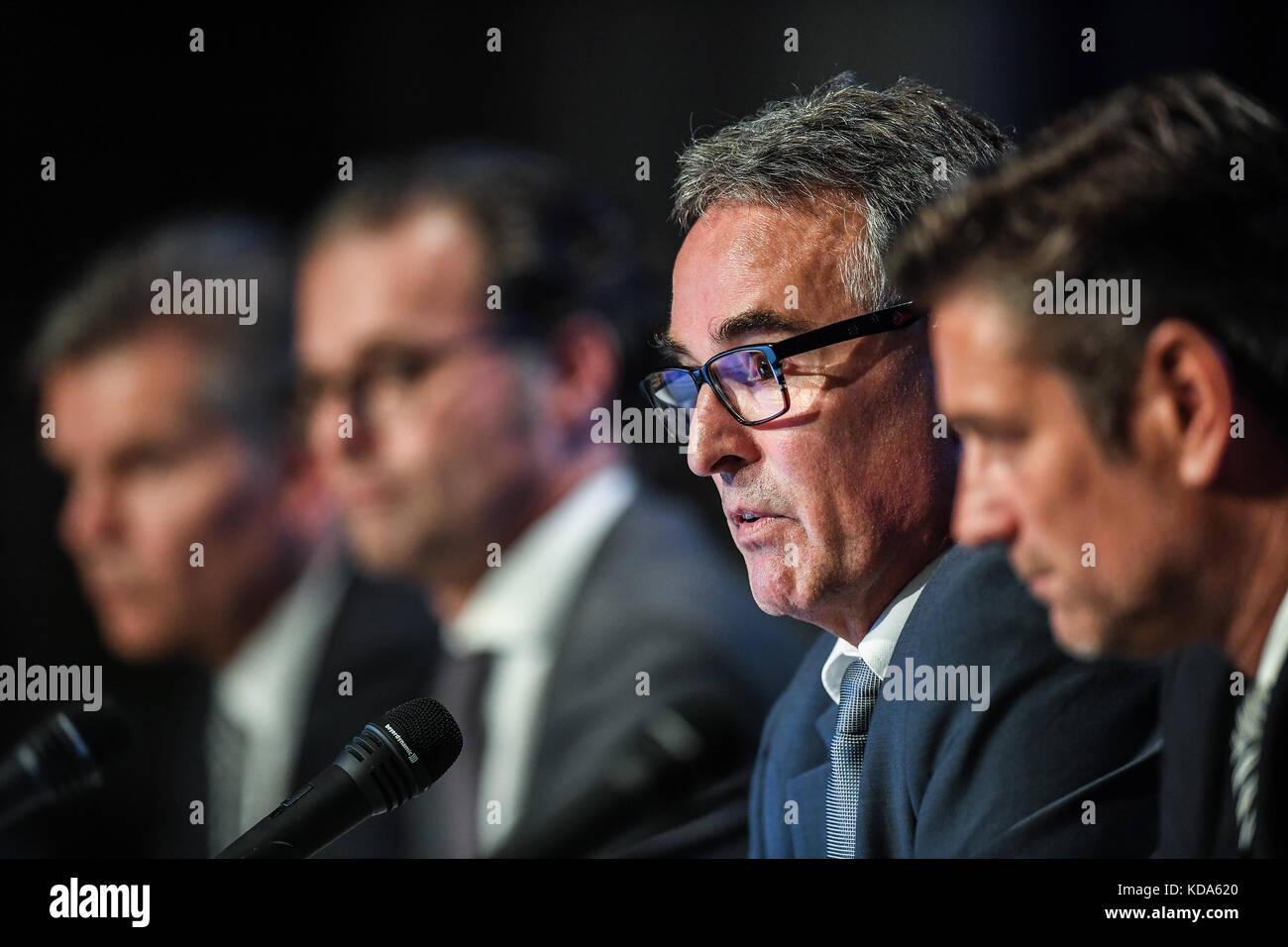 Karlsruhe Nereut, Deutschland. 12th Oct, 2017. Geschaeftsfuehrer Helmut Sandrock (KSC) spricht zu den Mitgliedern. - Stock Image