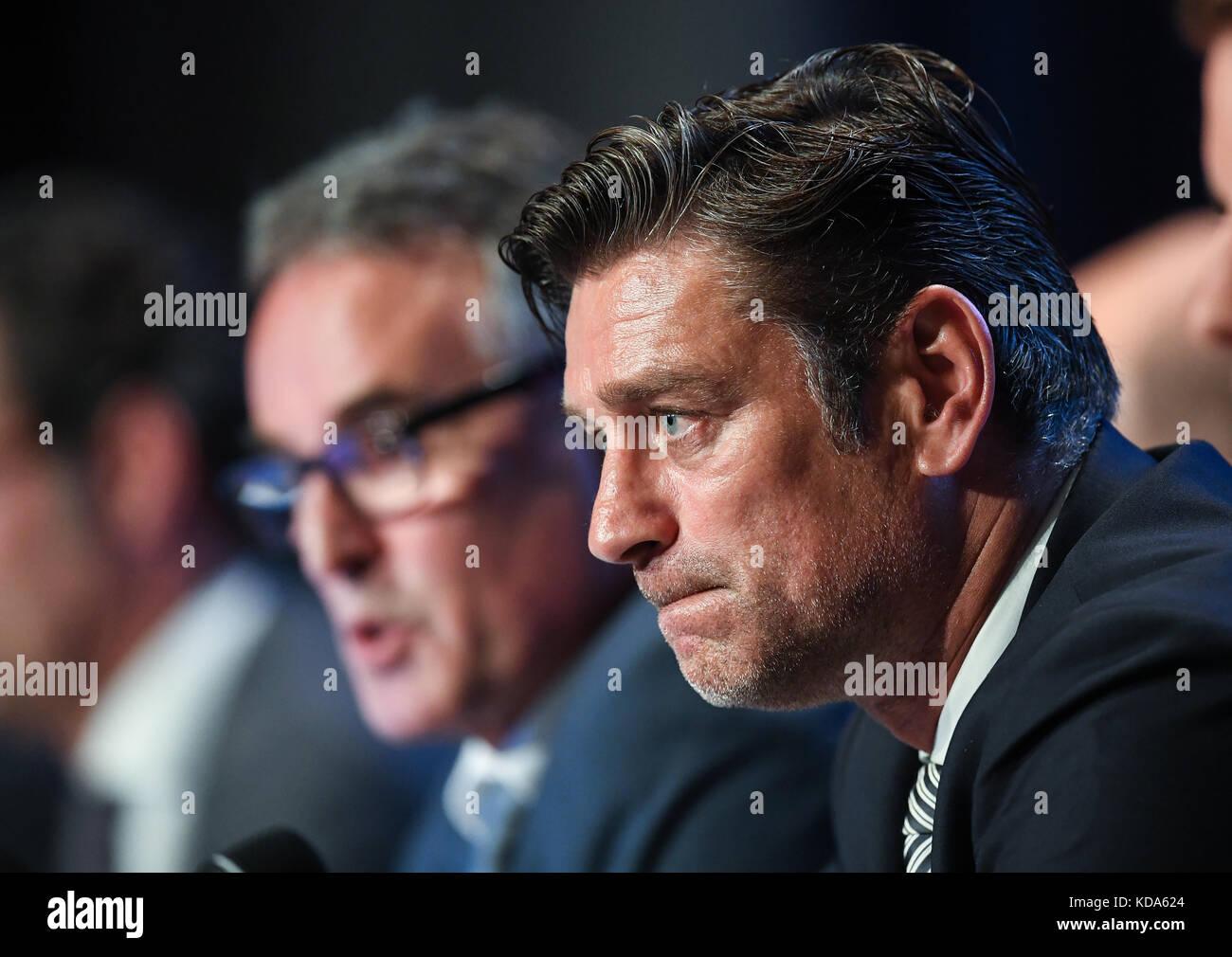 Karlsruhe Nereut, Deutschland. 12th Oct, 2017. Sportdirektor Oliver Kreuzer (KSC)/ vorne und Geschaeftsfuehrer Helmut - Stock Image
