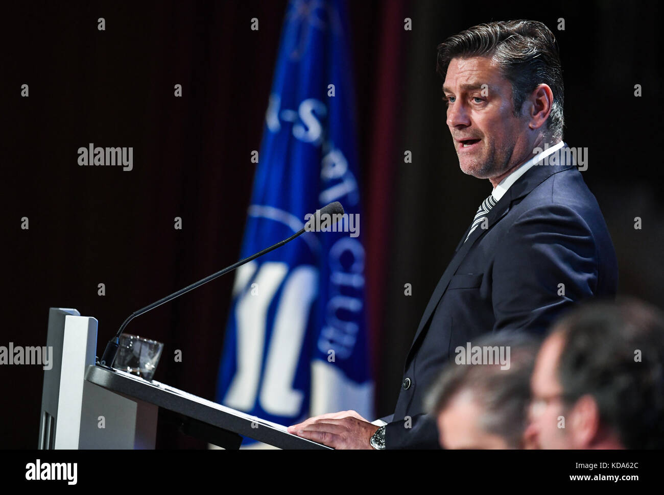Karlsruhe Nereut, Deutschland. 12th Oct, 2017. Sportdirektor Oliver Kreuzer (KSC) spricht zu den Mitgliedern. GES/ - Stock Image