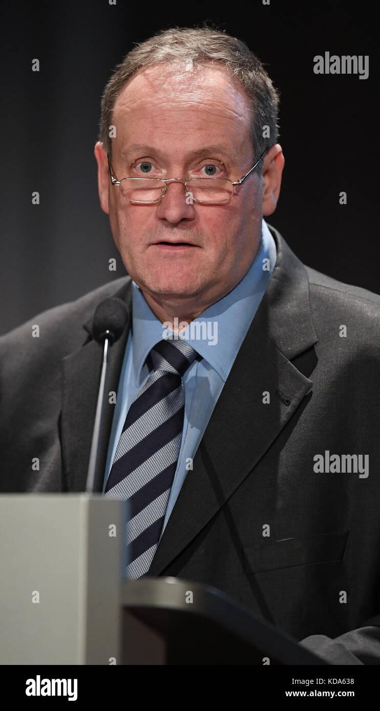 Karlsruhe Nereut, Deutschland. 12th Oct, 2017. Portrait, Portraet, Portrat, Kopf Michael Steidl (Vorsitzender KSC - Stock Image
