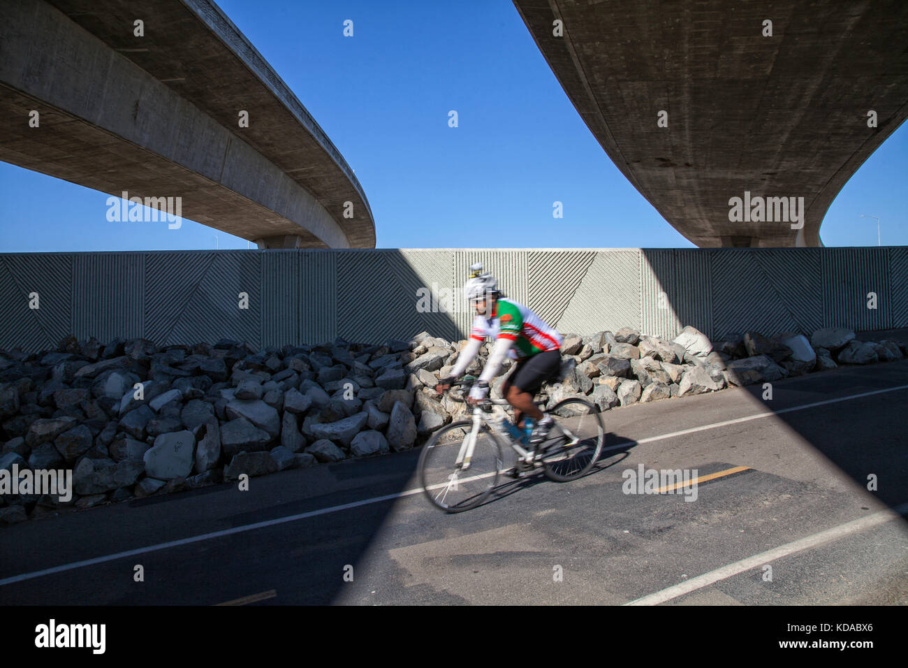 Bicycle path under the 105 freeway next to Los Angeles River, Los Angeles, California, USA - Stock Image