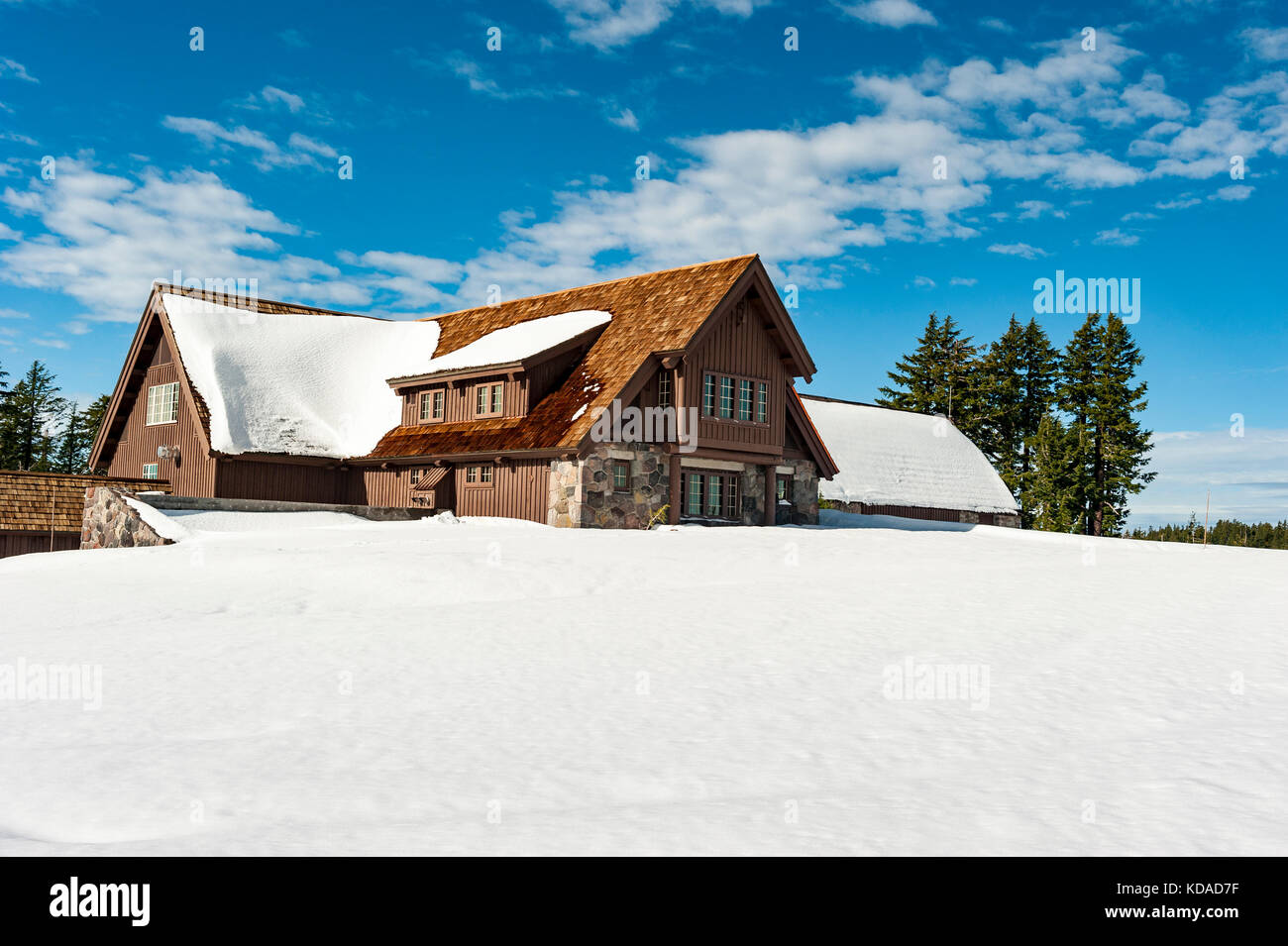 Crater Lake National Park Rim Village Visitor Center in winter, Oregon, United States of America, USA - Stock Image