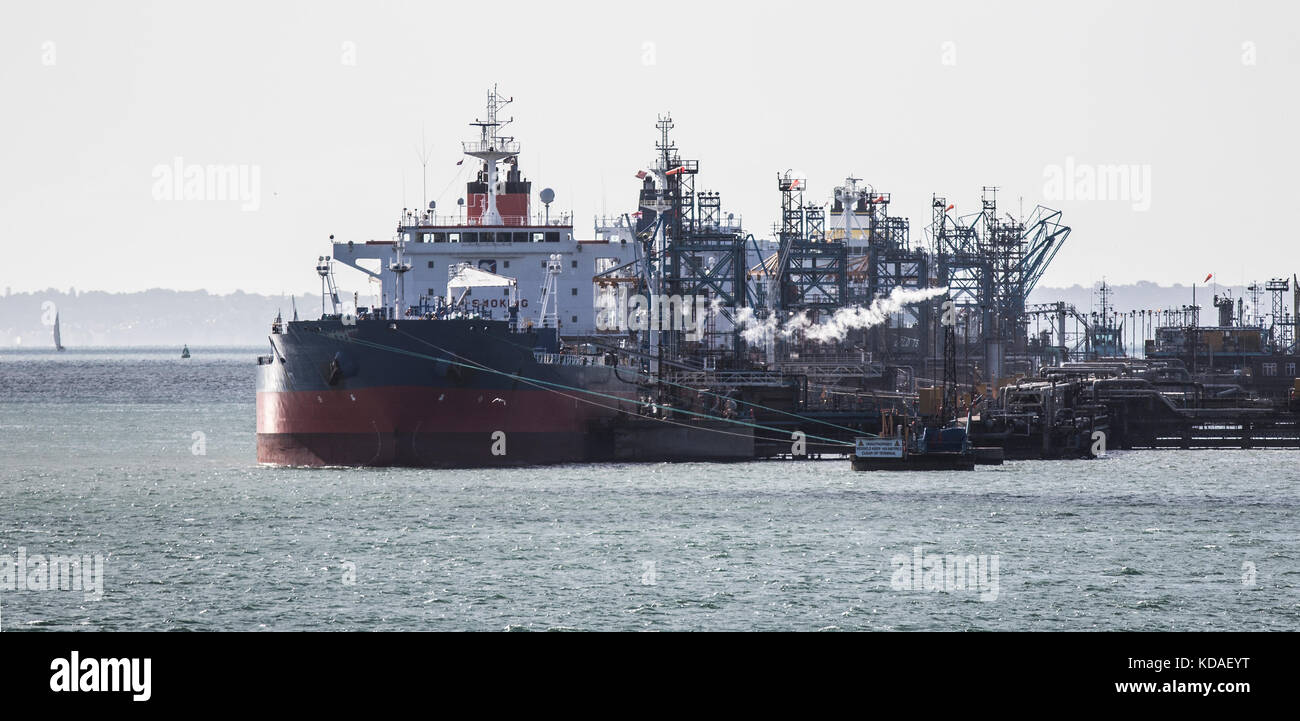 Ships unloading at Fawley refinery Southampton - Stock Image