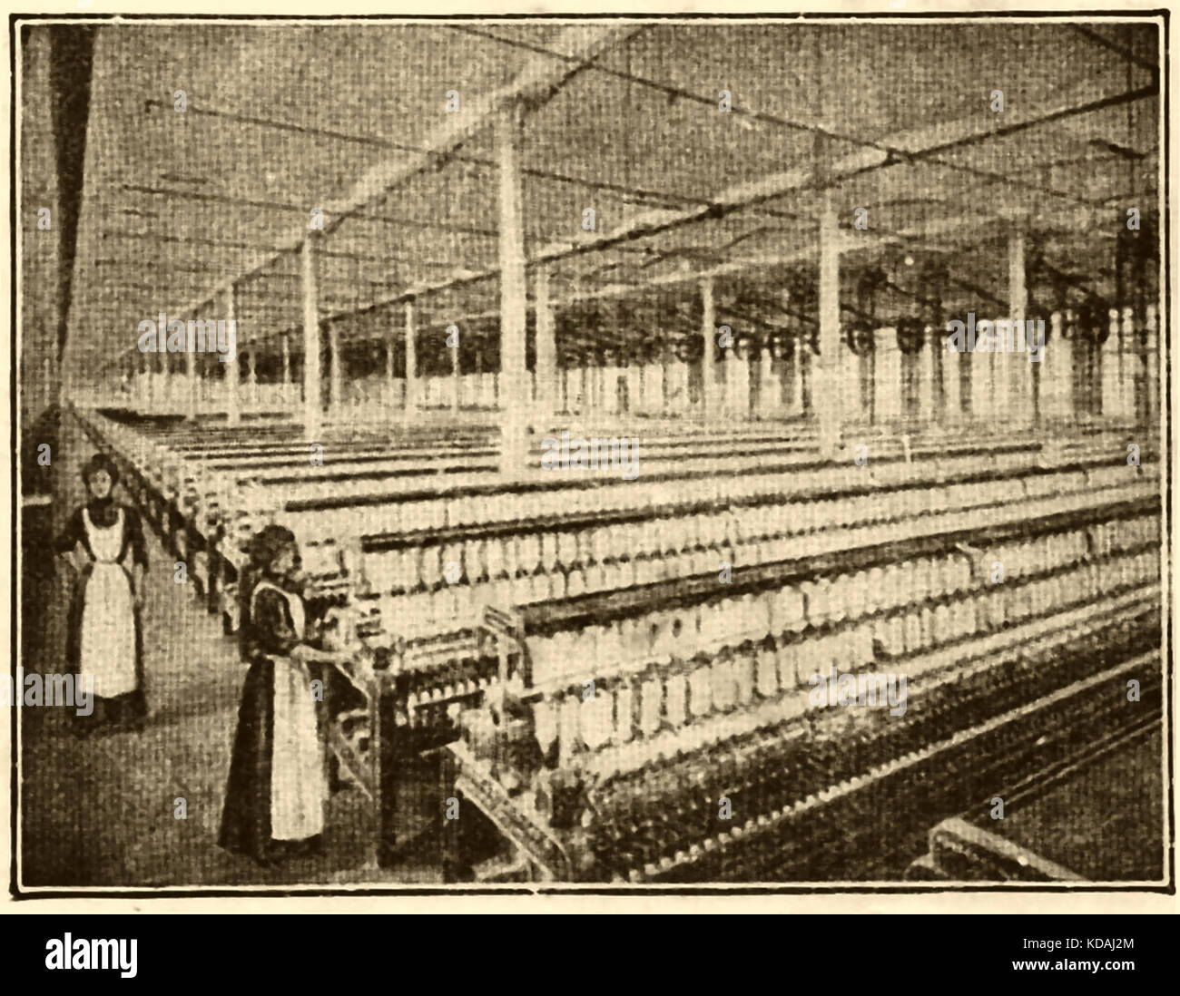 Inside a Lancashire (UK) cotton mill in 1914. - Stock Image