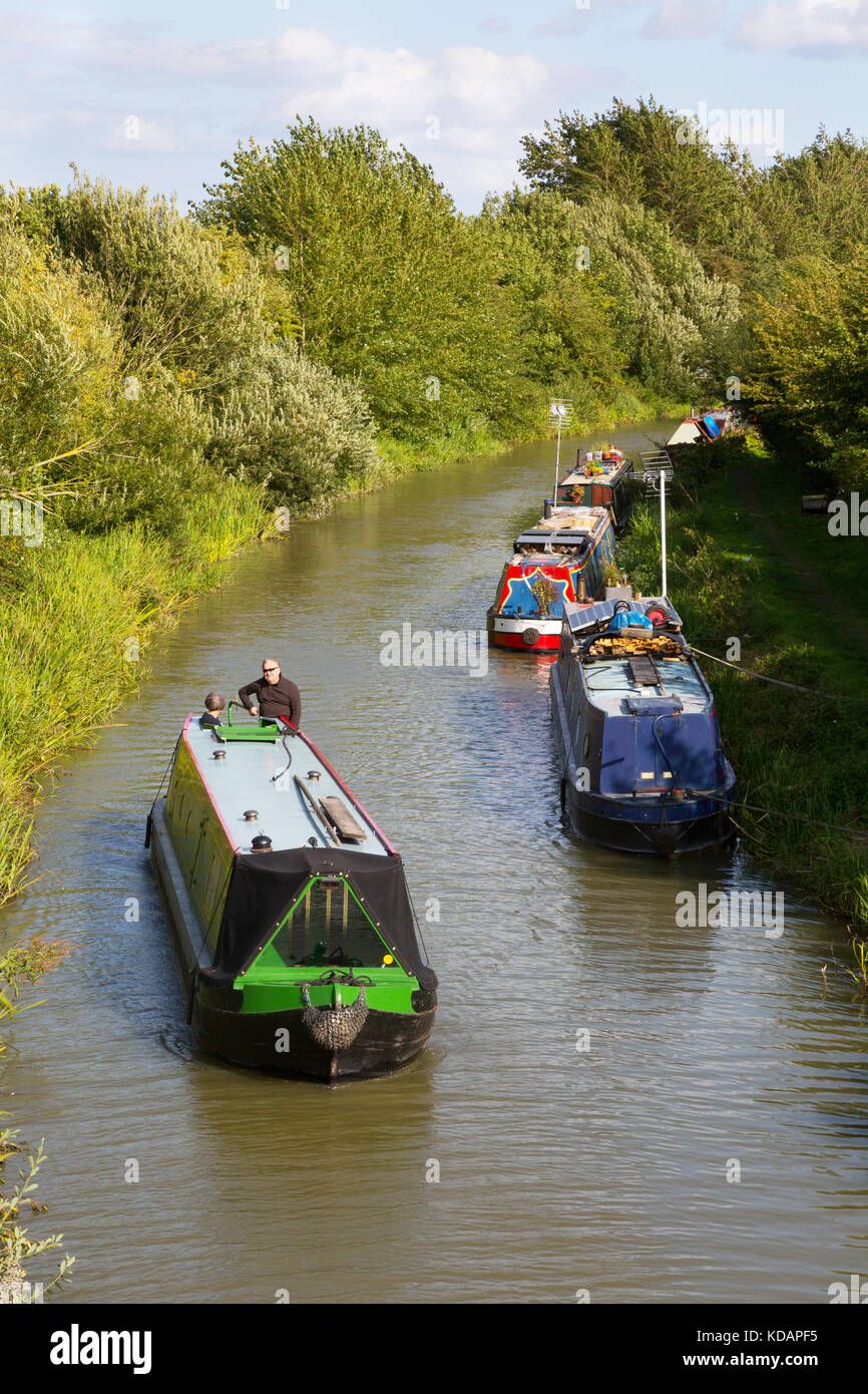 Kennet and Avon Canal - a canal boat on the Kennet and Avon Canal, in the Vale of Pewsey, Wiltshire countryside, Stock Photo