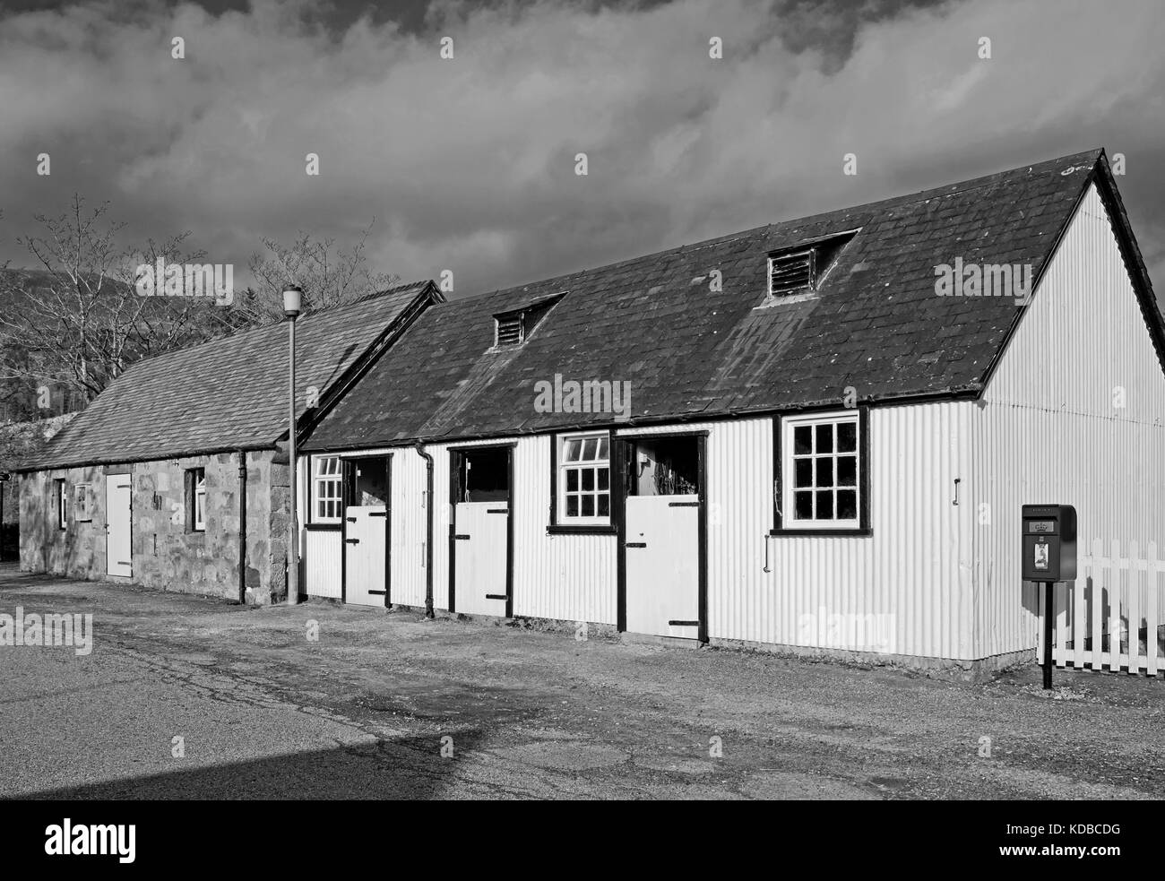 Picturesque old stables next to post box at Achfary, on the Duke of Westminster's Reay Forest Estate, Sutherland, - Stock Image