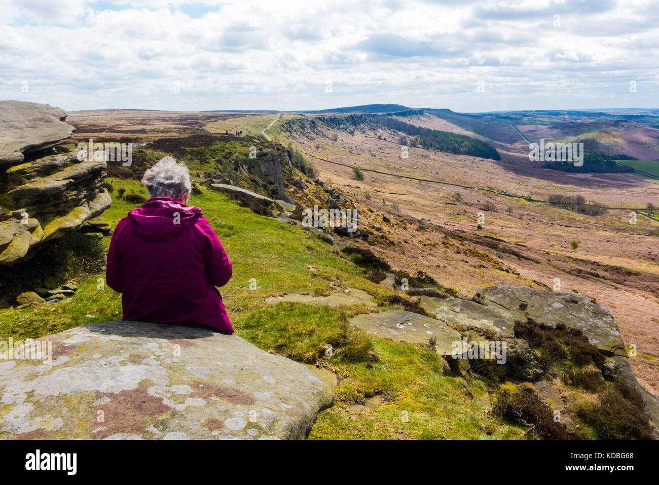Stanage Edge, Derbyshire, Peak District, England. Gritstone escarpment popular with climbers and walkers - Stock Image