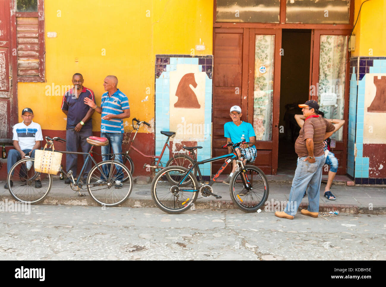Spanish Colonial architecture with colourful houses,  cobblestone streets and people in a street scene, Trinidad, - Stock Image