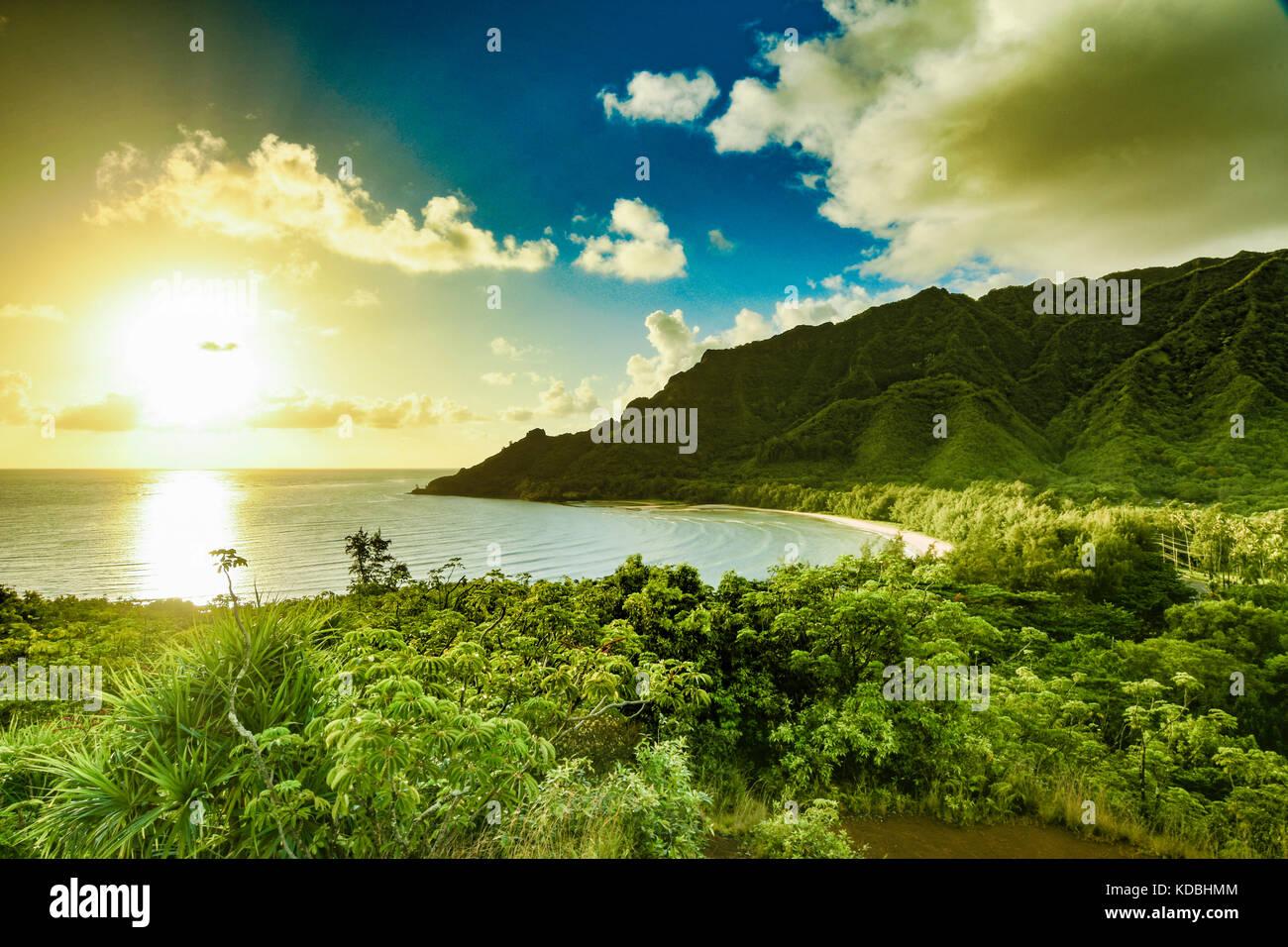 Sunrise on the east coast of Oahu, Hawaii. - Stock Image