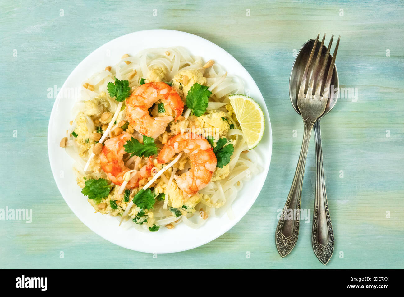 Shrimp Pad Thai photo from above with copy space - Stock Image