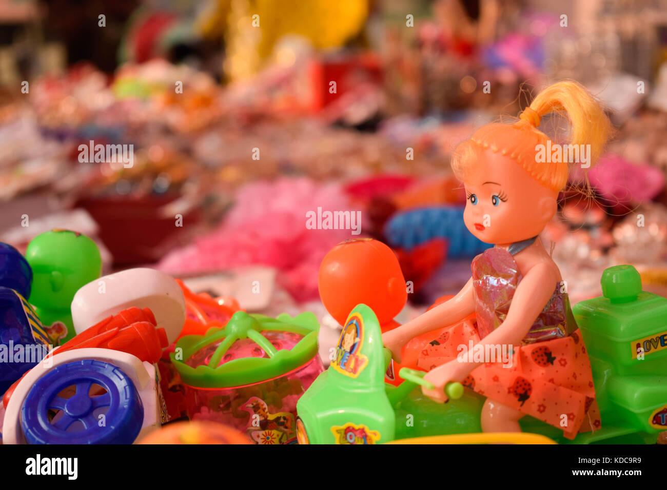 Beautiful handmade showpieces in a roadside souvenir shop in Dhaka - Stock Image