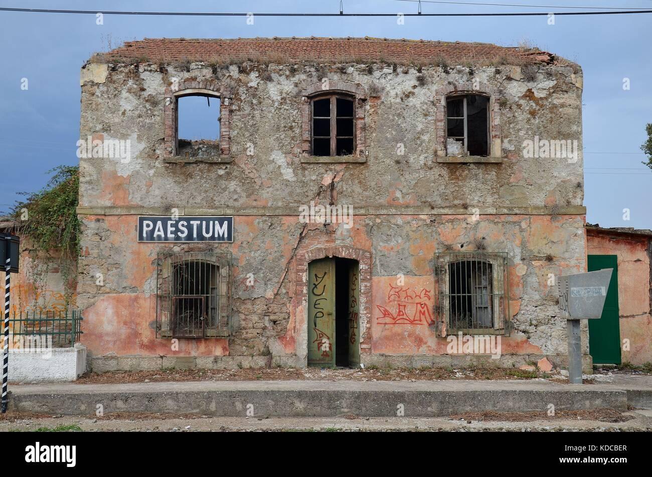 Bahnstation von Paestum, Kampanien, Italien - Stock Image