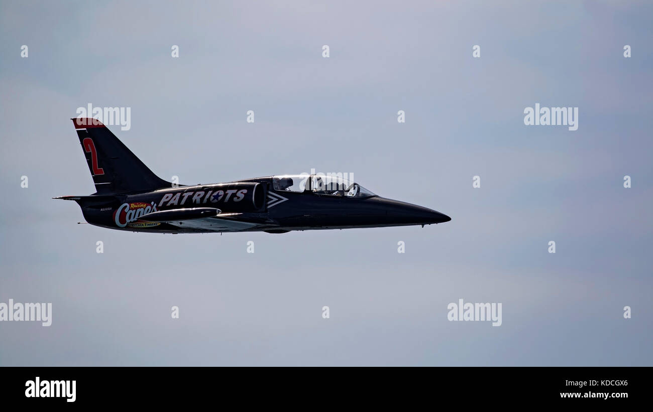 Airplane L-39 Albatross jet performing solo aerobatics - Stock Image