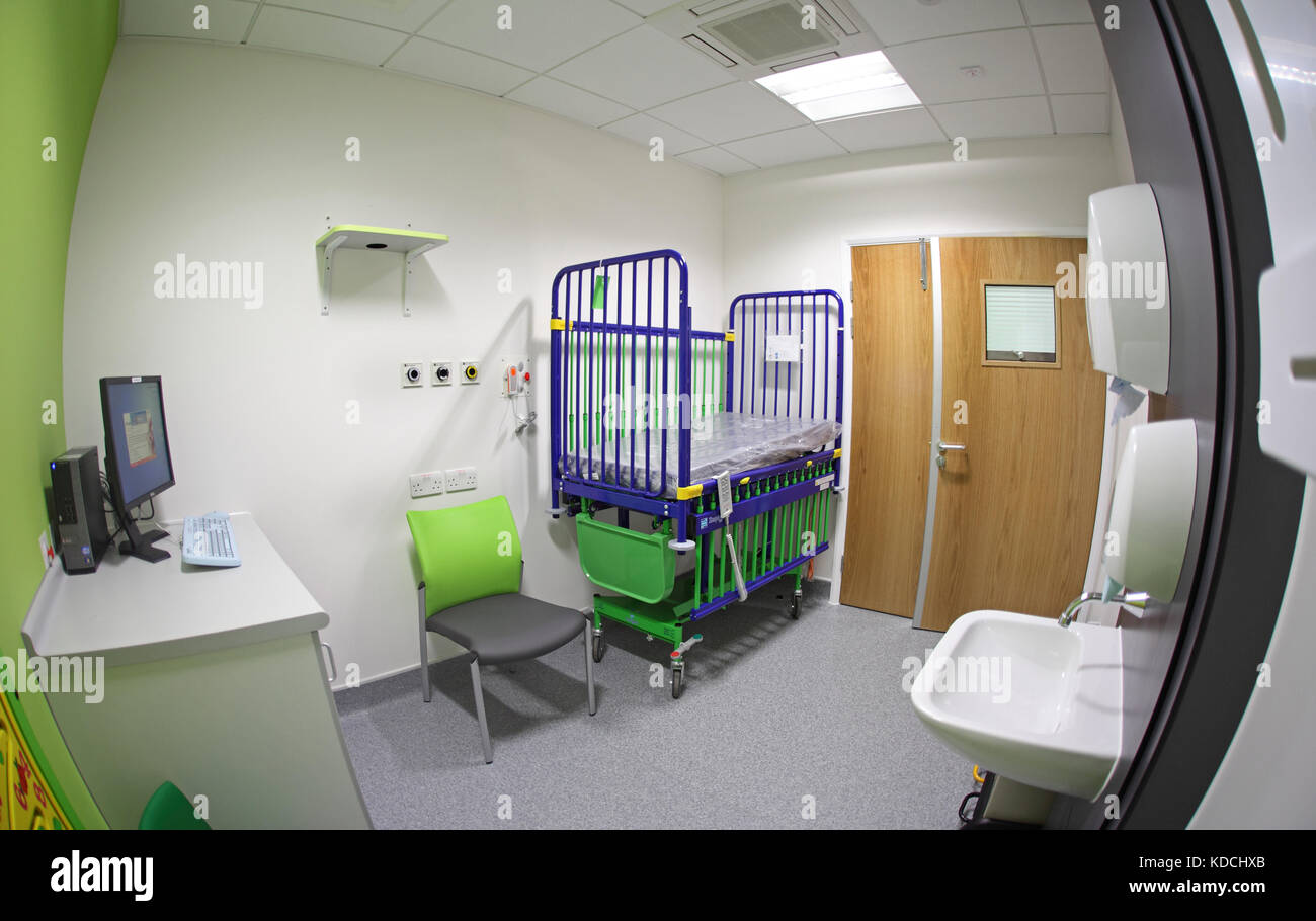 Fish-eye shot of a treatment room in a new Paediatric unit in an East London hospital, UK. Shows intensive care - Stock Image