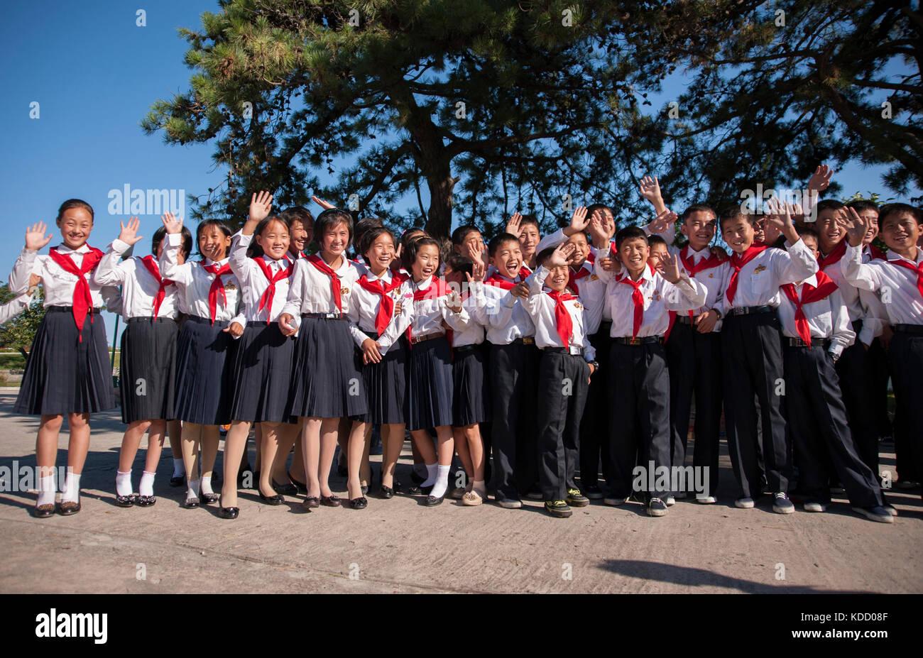 Enfants pionniers au Songdowon International Children's Camp le 11 octobre 2012. Pioneers At Songdowon International Stock Photo