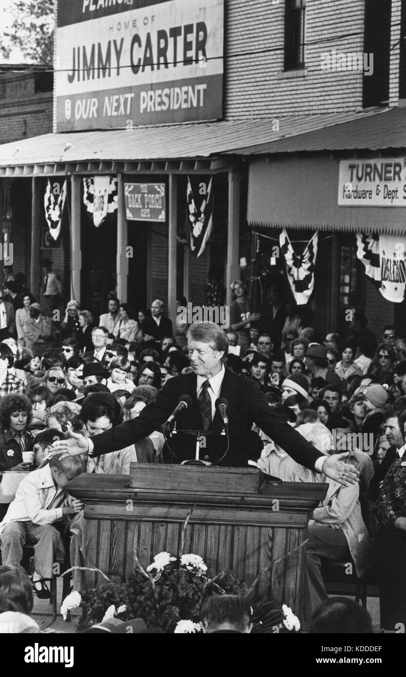 Jimmy Carter addresses the crowd that has gathered on the main street of Plains, Georgia the morning after his winning - Stock Image