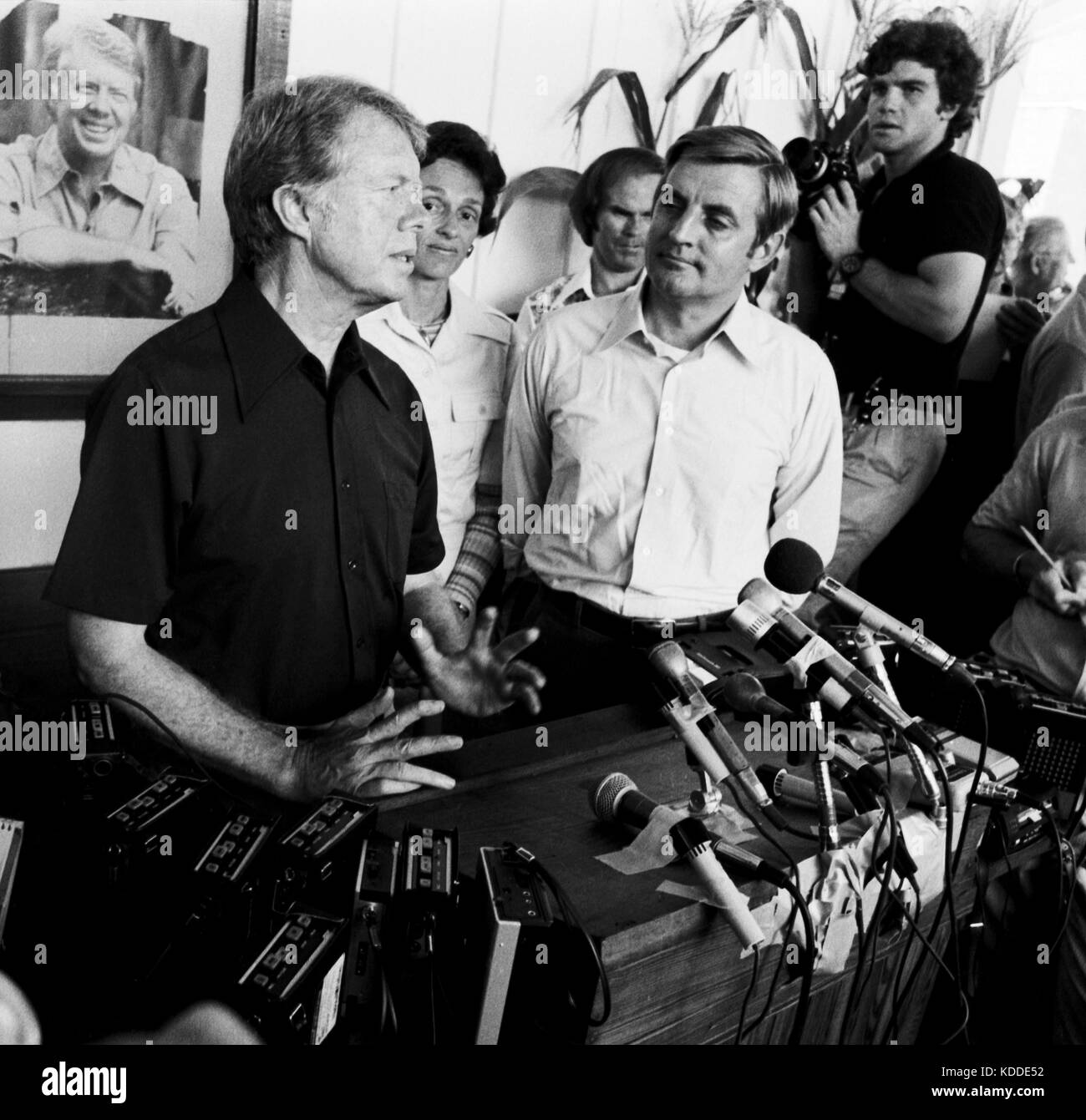 1976 Democratic presidential nominee Jimmy Carter and his running mate Walter 'Fritz' Mondale with wife - Stock Image