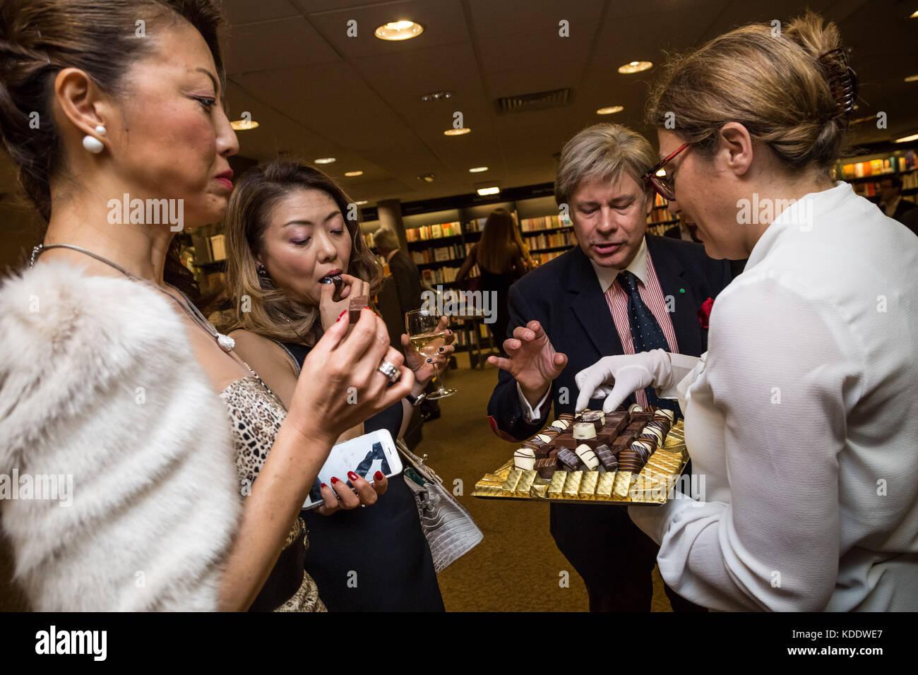 London, UK. 12th Oct, 2017. Princess Olga Romanoff, descendant of the last Tsar of Russia, Nicholas II, signs copies - Stock Image