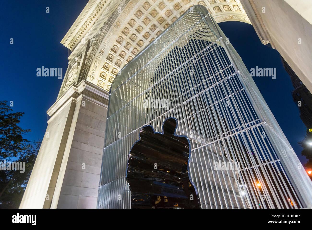 New York, USA. 12 Oct, 2017 Ai Weiwei's sculptural installation 'Good Fences Make Good Neighbors' officially - Stock Image