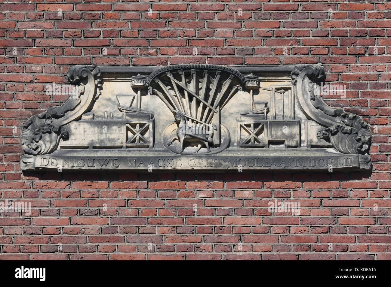 Stone relief of a horse-powered mill (like a horse gin), on the side of a building in Lange Scheistraat, Leiden, - Stock Image