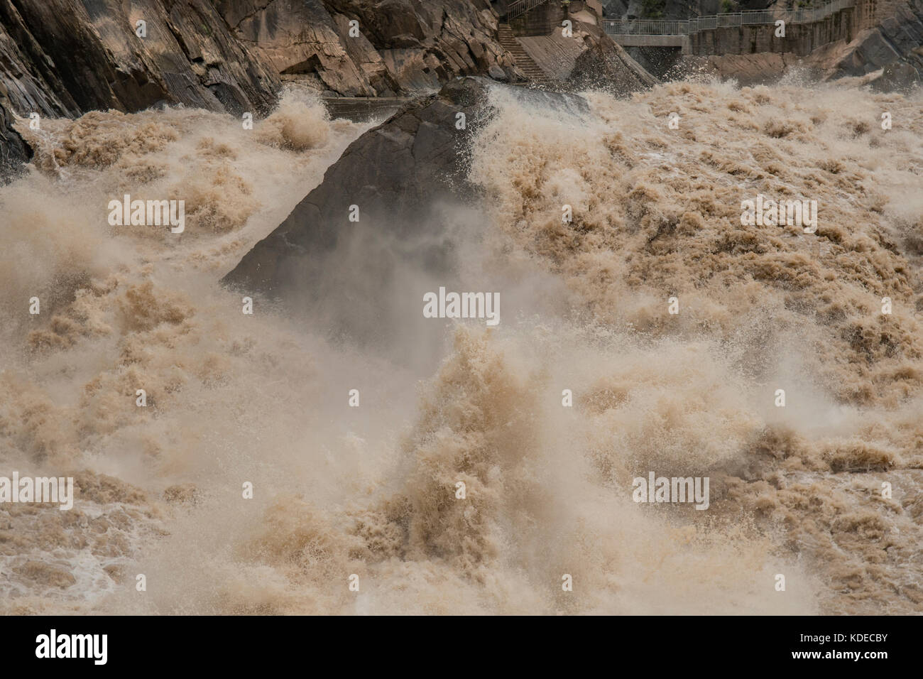 Rapids in Tiger Leaping Gorge, Yunnan, China - Stock Image