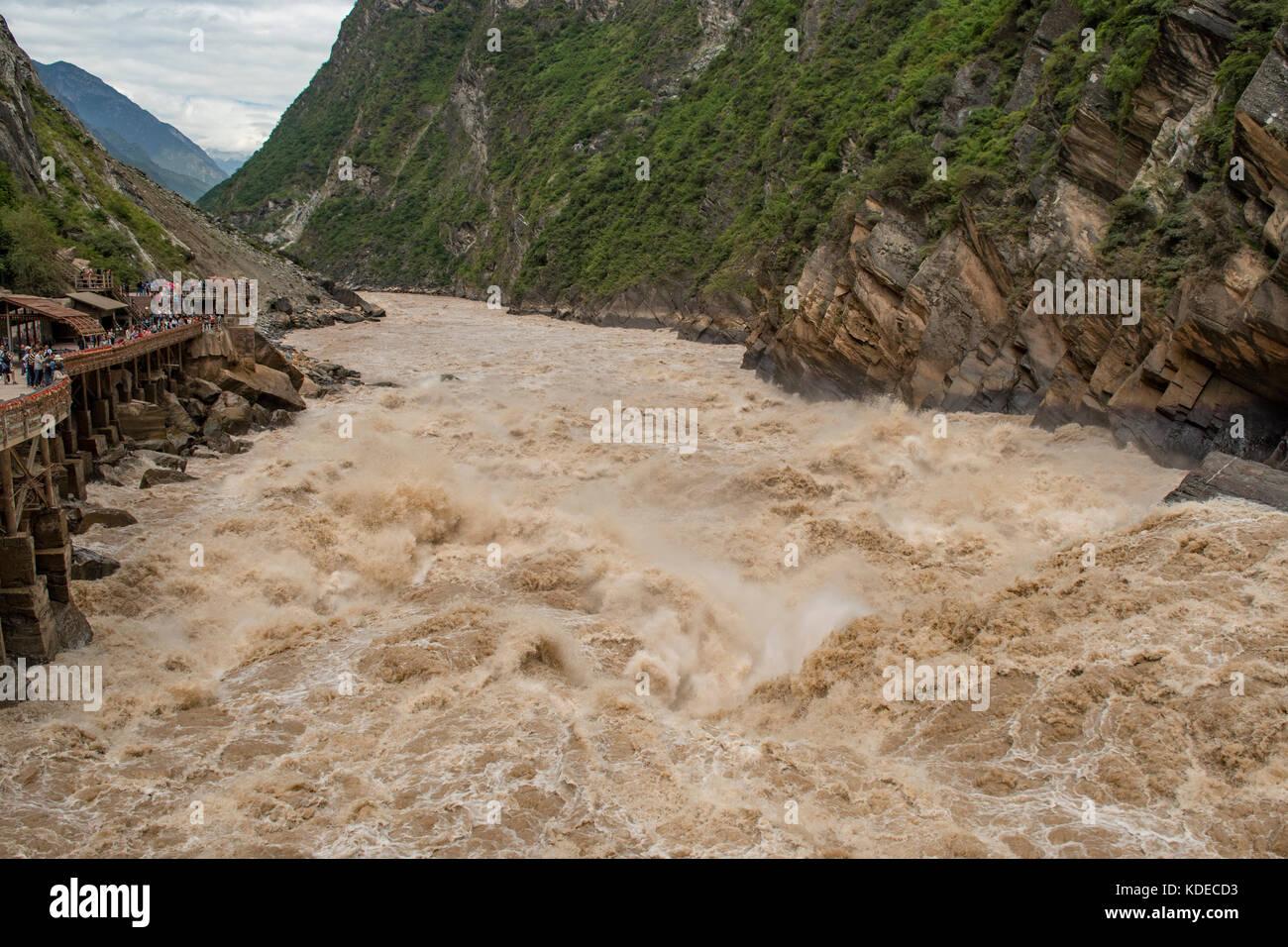 Jinsha River Rapids, Tiger Leaping Gorge, Yunnan, China - Stock Image