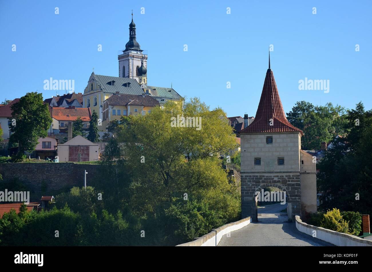 Stadttor und Kirche in Stribro (Mies) in Böhmen Stock Photo