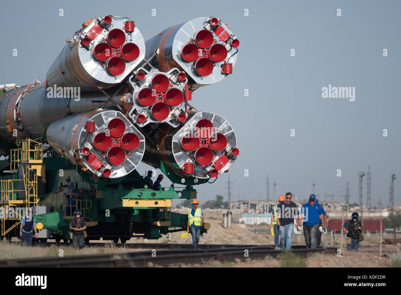 A train rolls the Soyuz MS-05 spacecraft to the Baikonur Cosmodrome launch pad in preparation for the Expedition - Stock Image