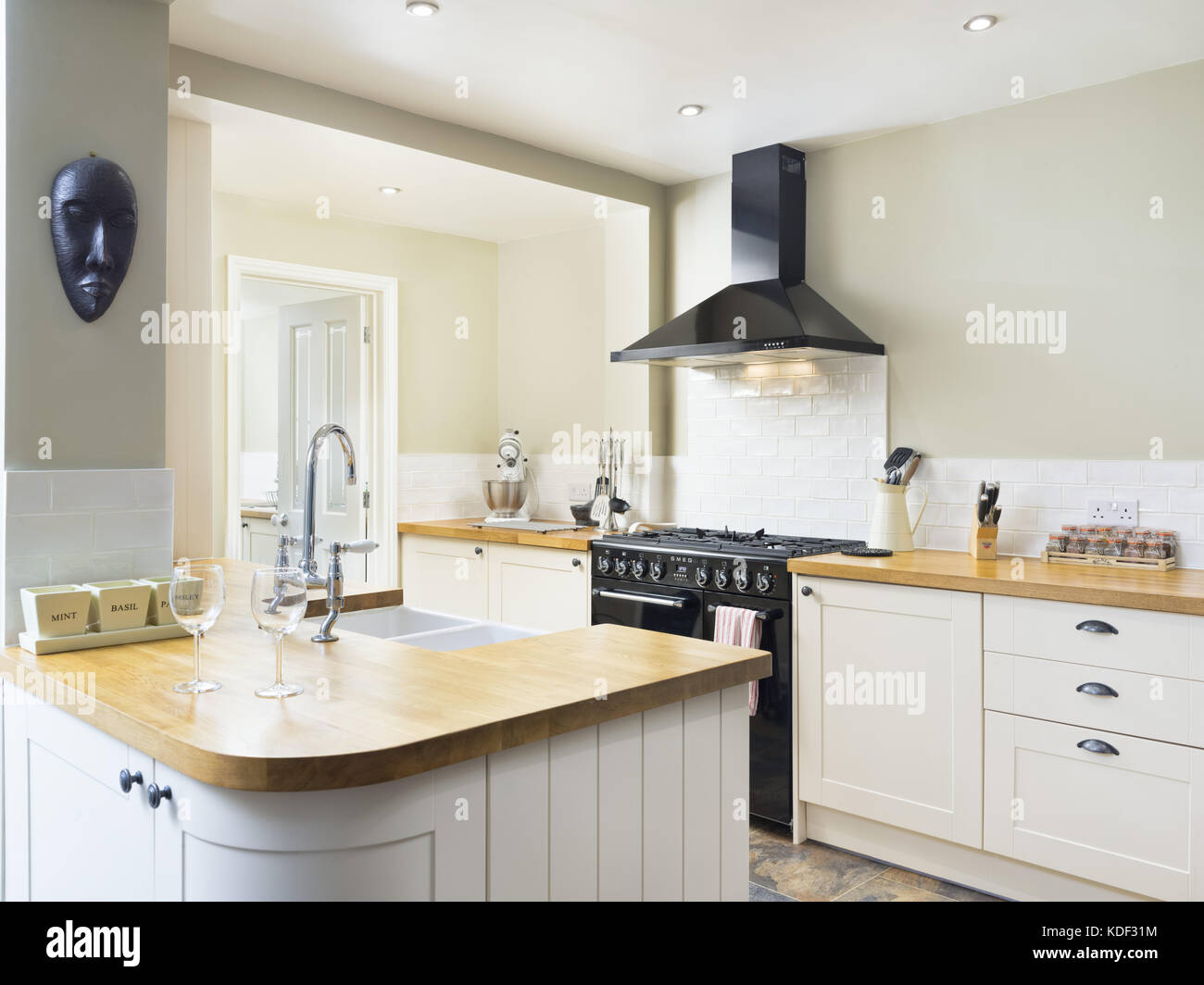 A New Modern Cream Shaker Style Designer Kitchen Showing Cabinets Stock Photo Alamy